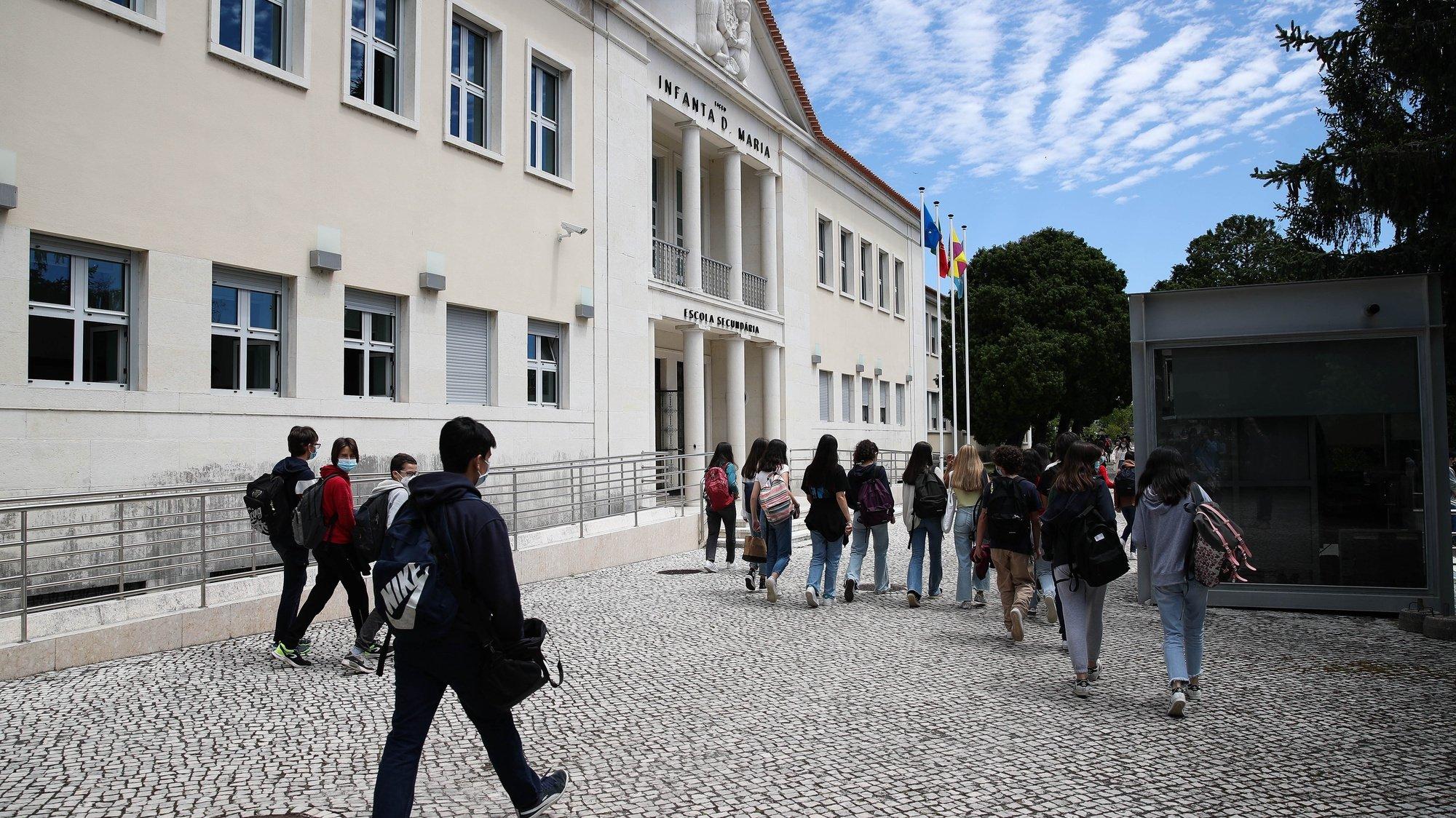Alunos na Escola Secundária Infanta Dona Maria, em Coimbra, 17 de maio de 2021.