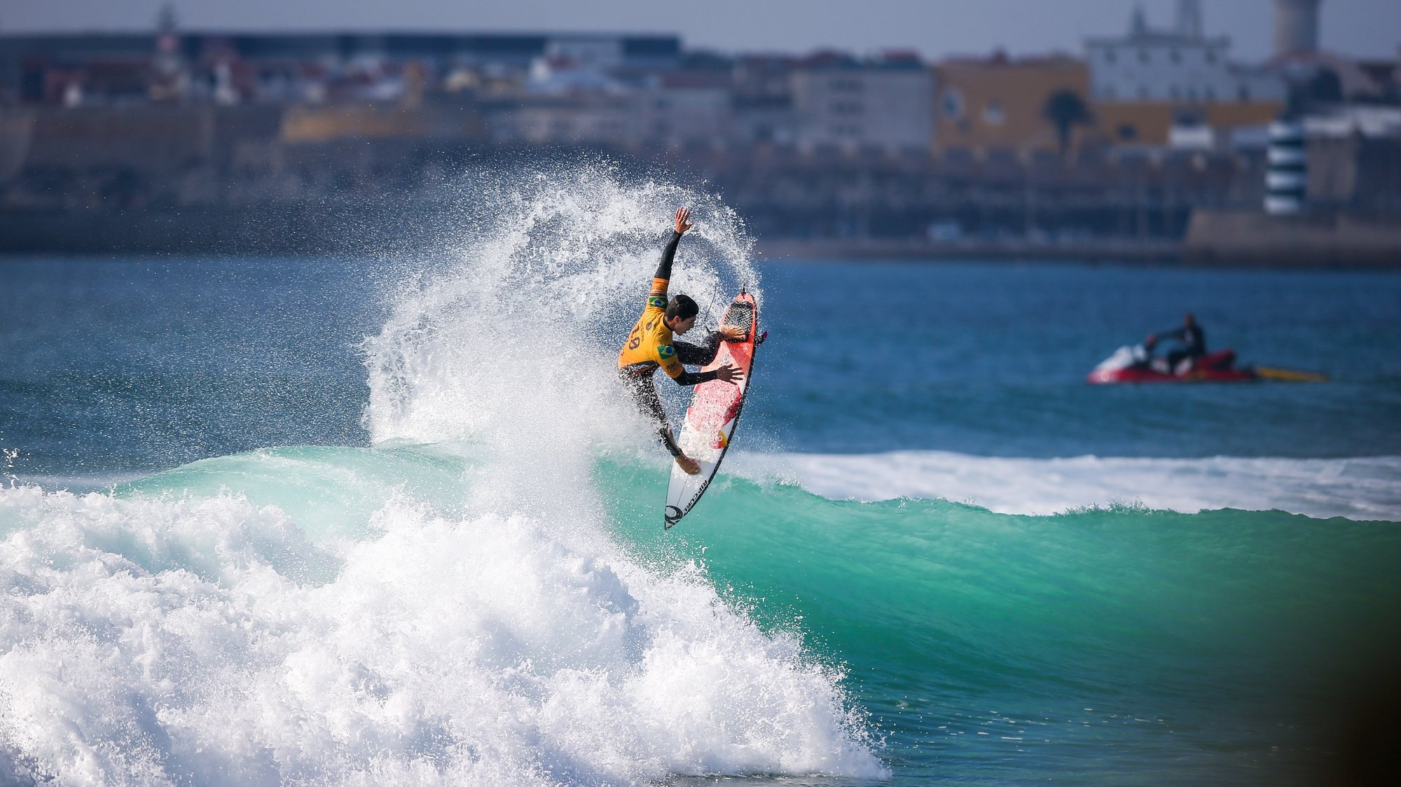 epa07107350 Brazil's Gabriel Medina in action during the MEO Rip Curl Pro Portugal 2018 surfing event as part of the World Surf League (WSL) at Praia dos Super Tubos in Peniche, Portugal, 20 October 2018.  EPA/JOSE SENA GOULAO