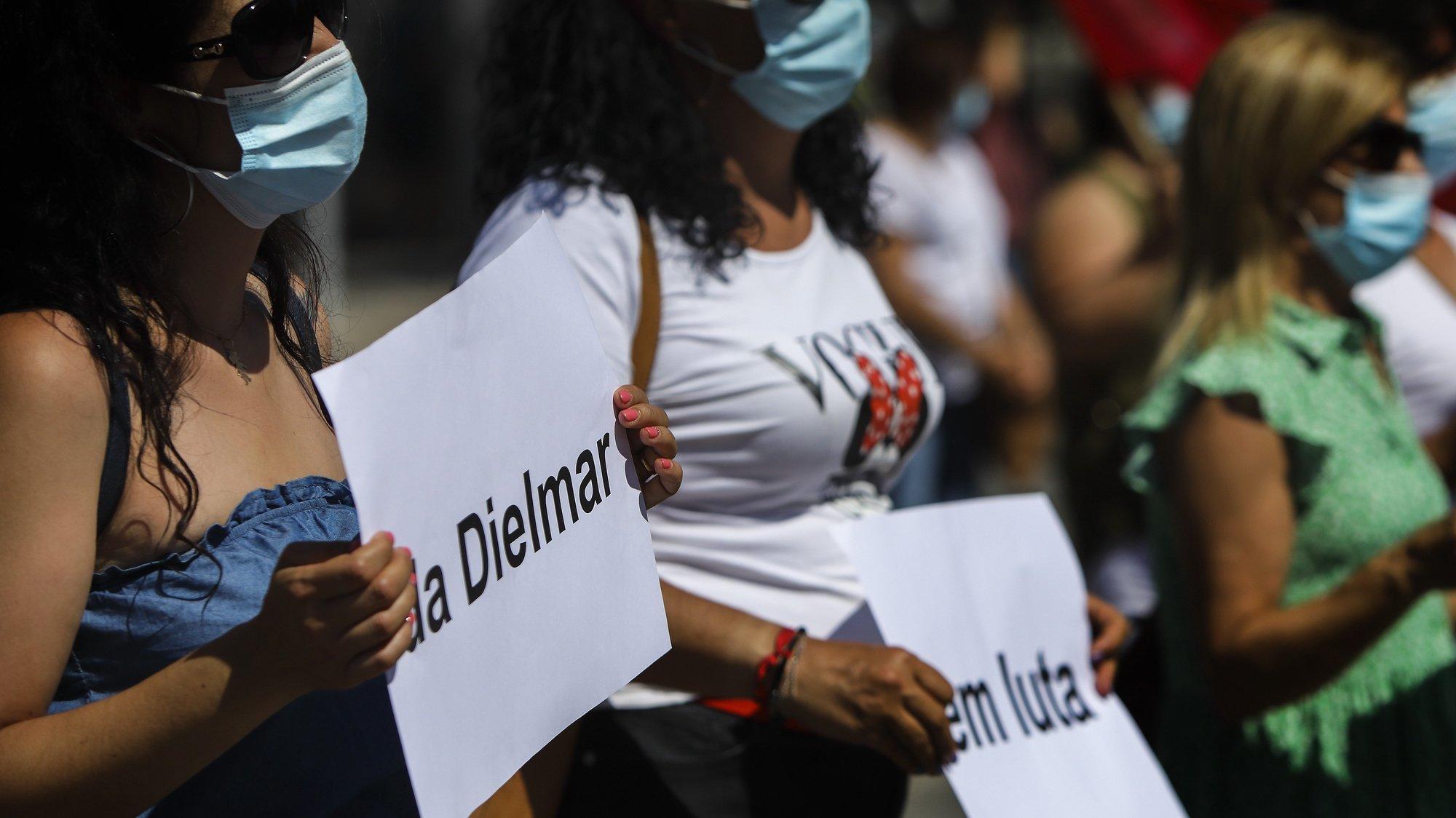 Concentração de trabalhadores da Dielmar em frente à Câmara Municipal de Castelo Branco