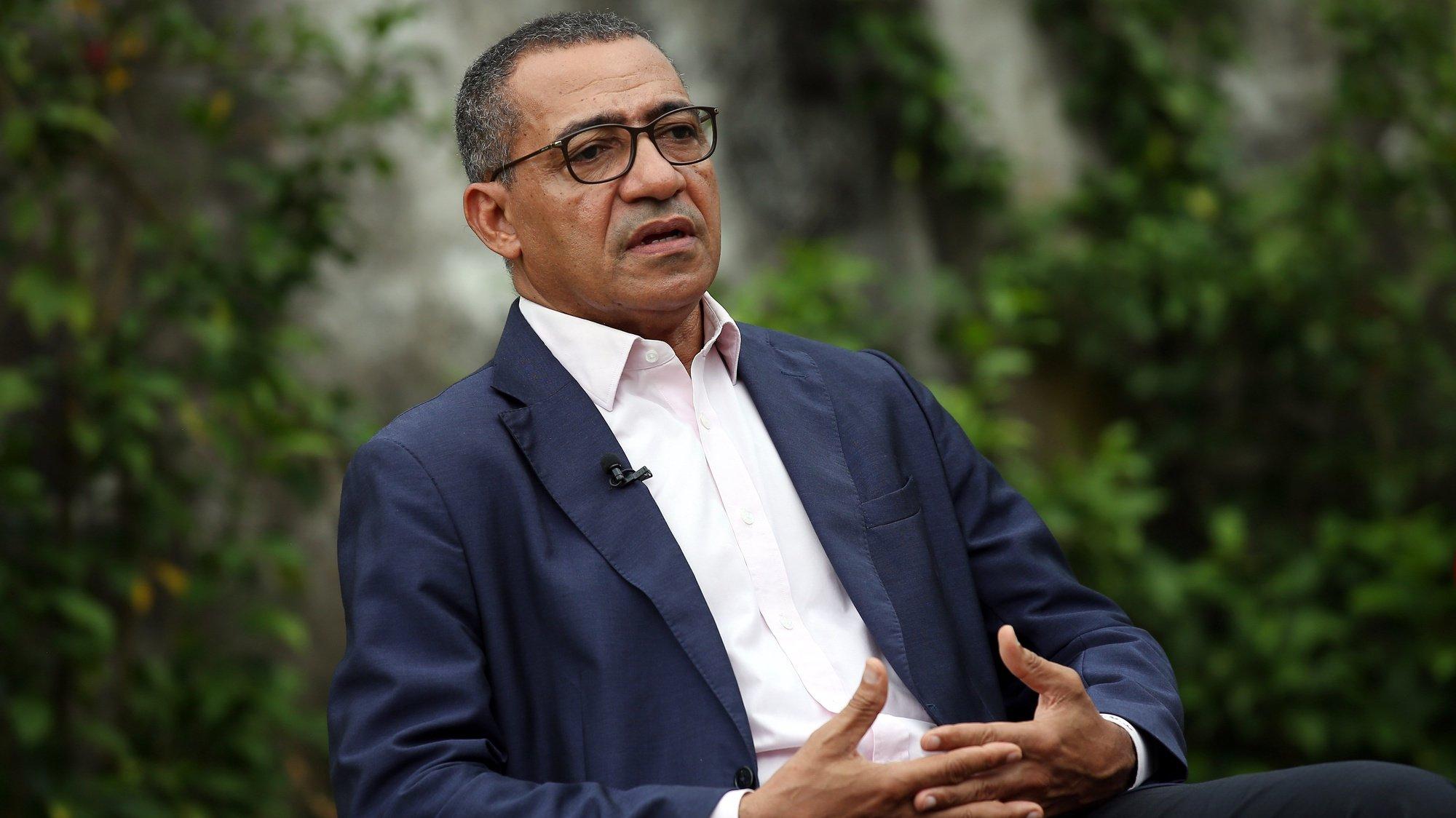 O Presidente eleito, Carlos Vila Nova, durante uma entrevista à Agência Lusa, após vencer as eleições presidenciais em São Tomé e Príncipe. São Tomé, 07 de setembro de 2021. (ACOMPANHA TEXTO DE 08/09/2021) NUNO VEIGA/LUSA