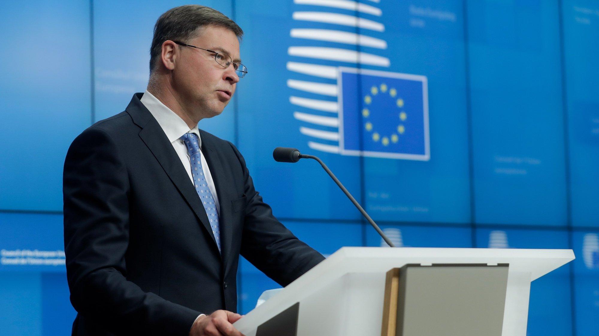 Valdis Dombrovskis, vice-presidente da comissão europeia, uma conferência de imprensa, Bruxelas, Bélgica, 13 de julho de 2021
