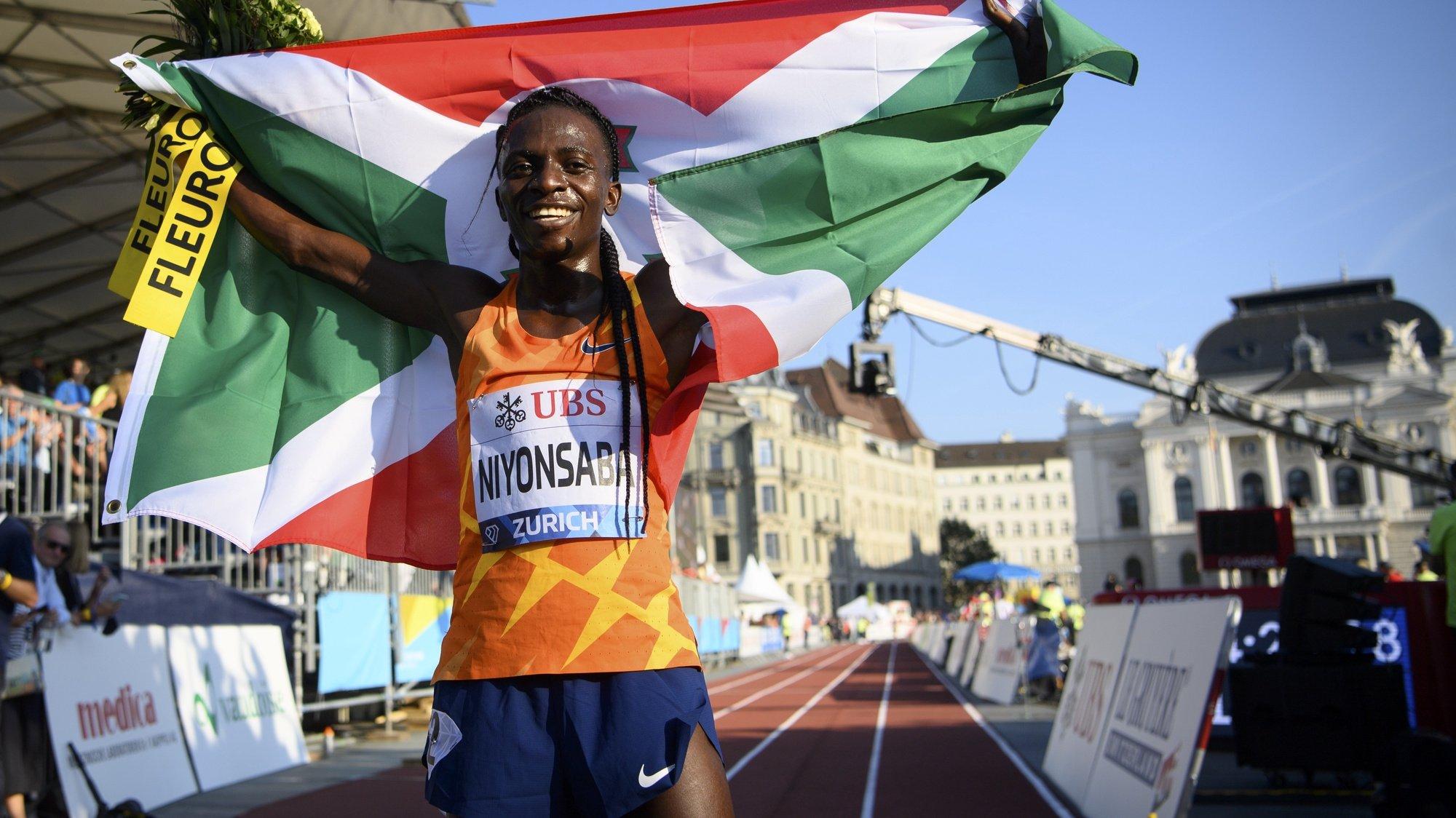 epa09455465 Francine Niyonsaba of Burundi celebrates after winning the women's 5,000m race during the city event of the Weltklasse IAAF Diamond League international athletics meeting on Sechselaeutenplatz in Zurich, Switzerland, 08 September 2021.  EPA/JEAN-CHRISTOPHE BOTT