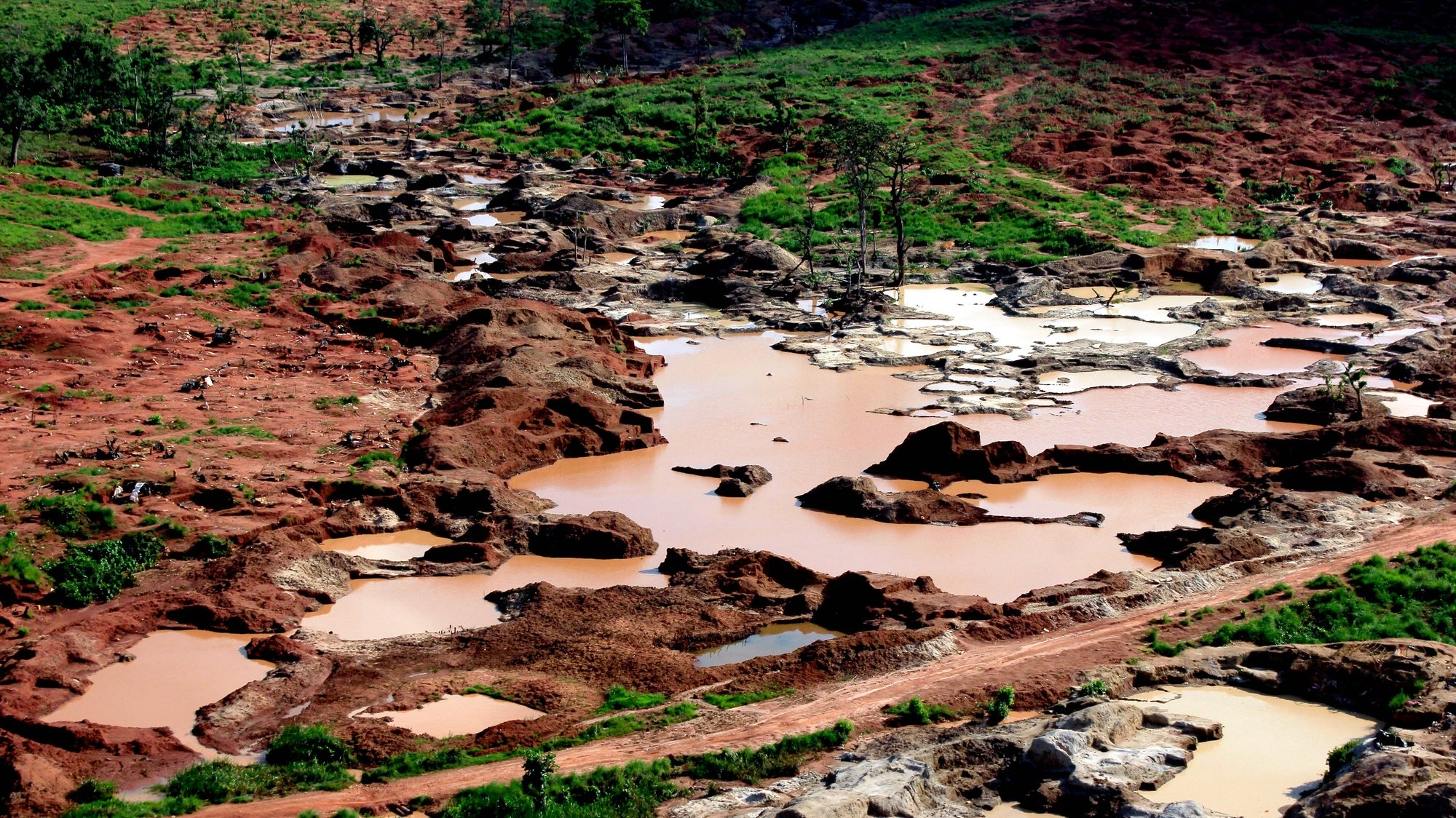 """Aerial view of the diamond mines where Congolese migrants were working and began to leave the mining zone following Angola's authorities 'Operation Transparency' in the province of Lunda Norte, Angola, 20 October 2018 (issued 21 October 2018). The operation, which takes place in the Angolan provinces of Lunda Norte, Lunda Sul, Moxico, Bié, Malanje, Cuando-Cubango, Uíje, and Zaire, aims to """"only restore legality regarding the sale of diamonds and normalize the movement of people and goods"""", assure the Angolan authorities. AMPE ROGERIO/LUSA"""
