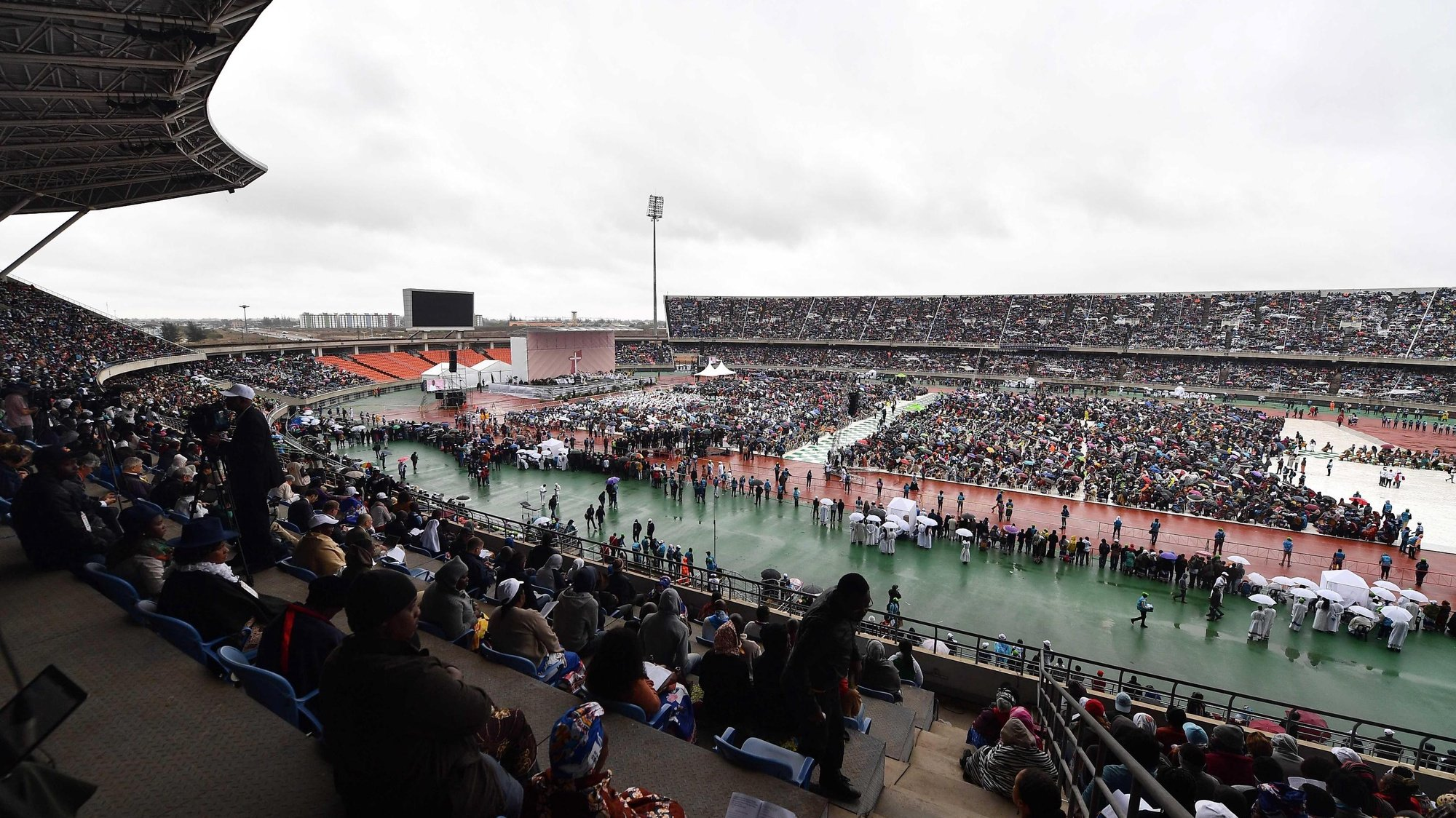 epa07822908 Pope Francis leads a Holy mass at Zimpeto Stadium, Maputo, Mozambique, 06 September 2019. Pope Francis will visit Mozambique, Madagascar, Mauritius on his three-nation trip to Africa, from 04 to 10 September 2019.  EPA/LUCA ZENNARO