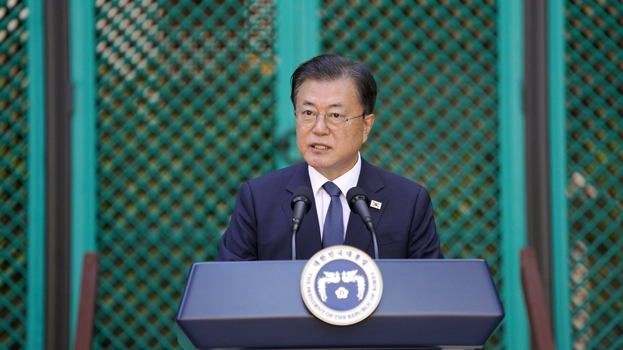 epa09482624 South Korean President Moon Jae-in speaks at the Korean Language Flagship Center at the University of Hawaii at Manoa in Honolulu, Hawaii, USA, 22 Setpember 2021, during a ceremony to award the descendants of two late independence activists, Kim No-di and Ahn Jung-song, posthumous medals of honor.  EPA/YONHAP SOUTH KOREA OUT
