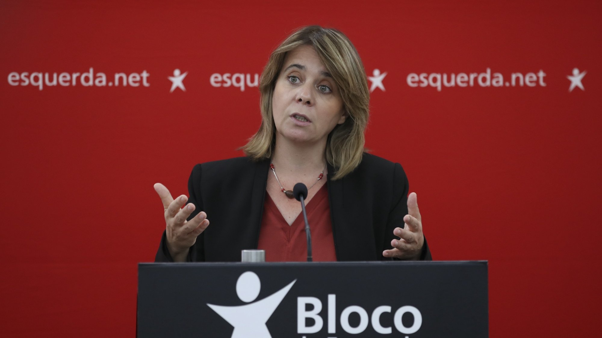 Catarina Martins, coordenadora do Bloco de Esquerda (BE), fala aos jornalistas em conferência de imprensa na sede daquele partido, 27 setembro 2021, em Lisboa.    MANUEL DE ALMEIDA / LUSA