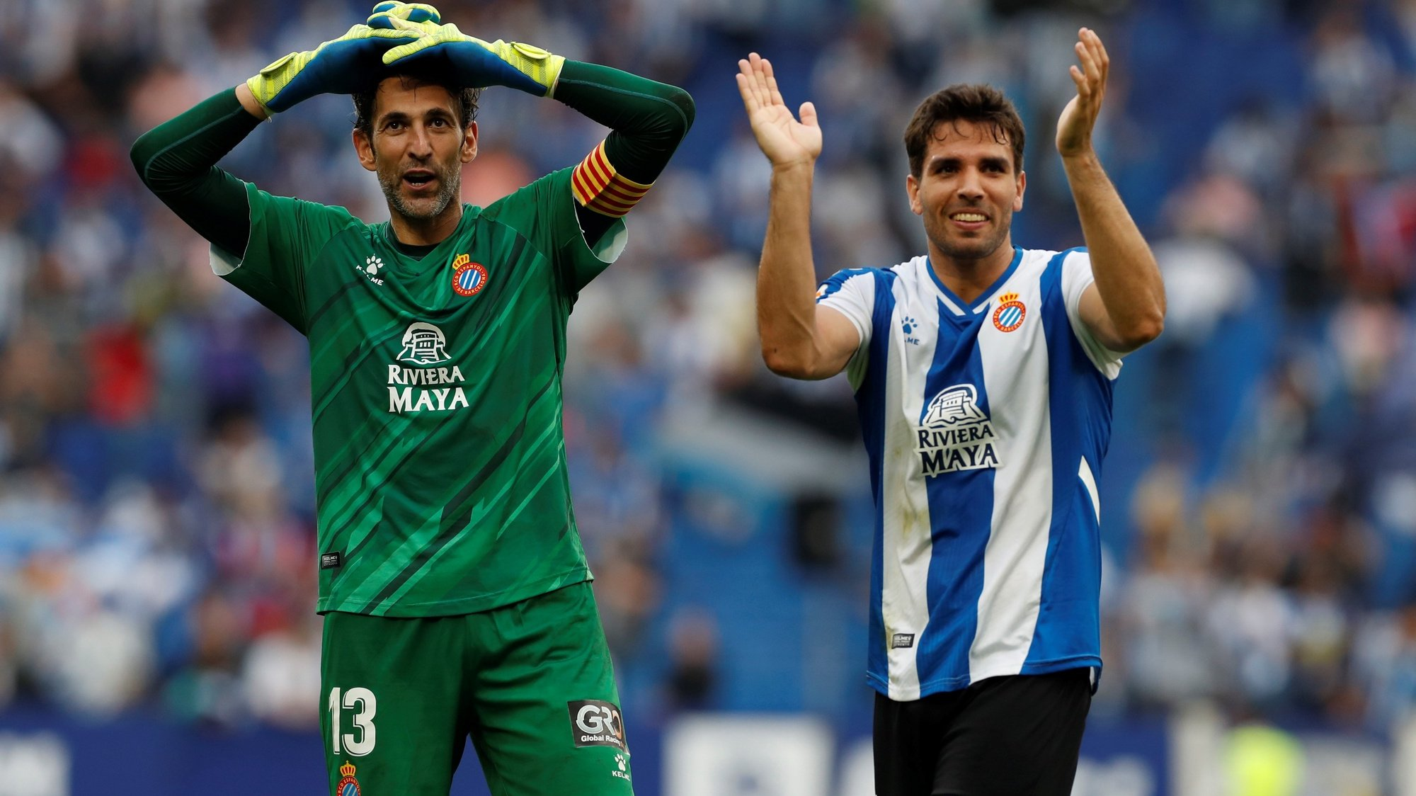 epa09503891 Espanyol's players celebrate after defeating Real Madrid in their Spanish LaLiga soccer match at RCD Stadium in Barcelona, Catalonia, Spain, 03 October 2021.  EPA/Alberto Estevez