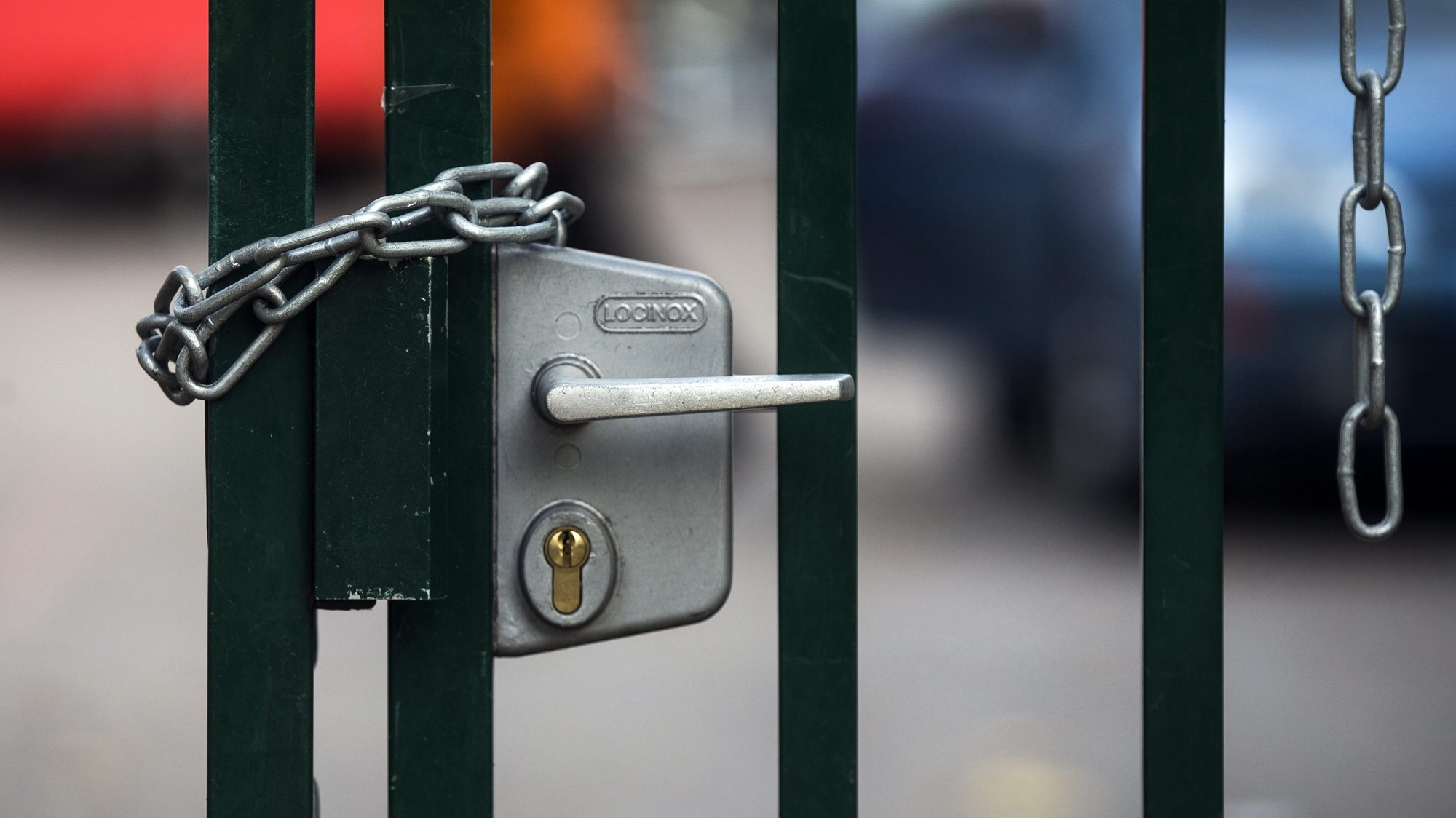 epa05010160 (28/31) The gate of the Jean-Quarre high school are locked by chains after migrants have been evacuated by the French police a week before, in the 19th district in Paris, France, 29 October 2015. About 1,300 migrants have been dispatched all over France to several shelters after the last big migrant camp in the Jean-Quarre secondary school was evacuated.  EPA/ETIENNE LAURENT PLEASE REFER TO THIS ADVISORY NOTICE (epa05010132) FOR FULL PACKAGE TEXT