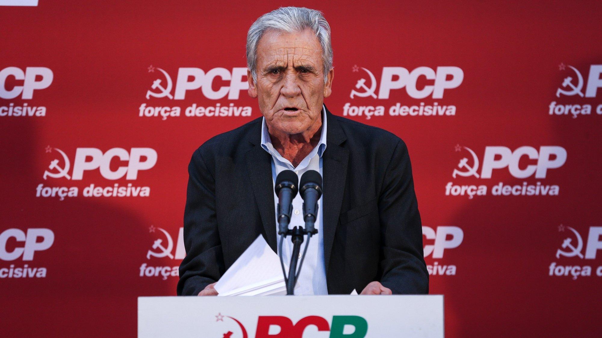 """O secretário-geral do Partido Comunista Português (PCP), Jerónimo de Sousa, discursa durante o Comício """"PCP - Força decisiva ao teu lado todos os dias"""", Lisboa, 01 de outubro de 2021. MANUEL DE ALMEIDA/LUSA"""