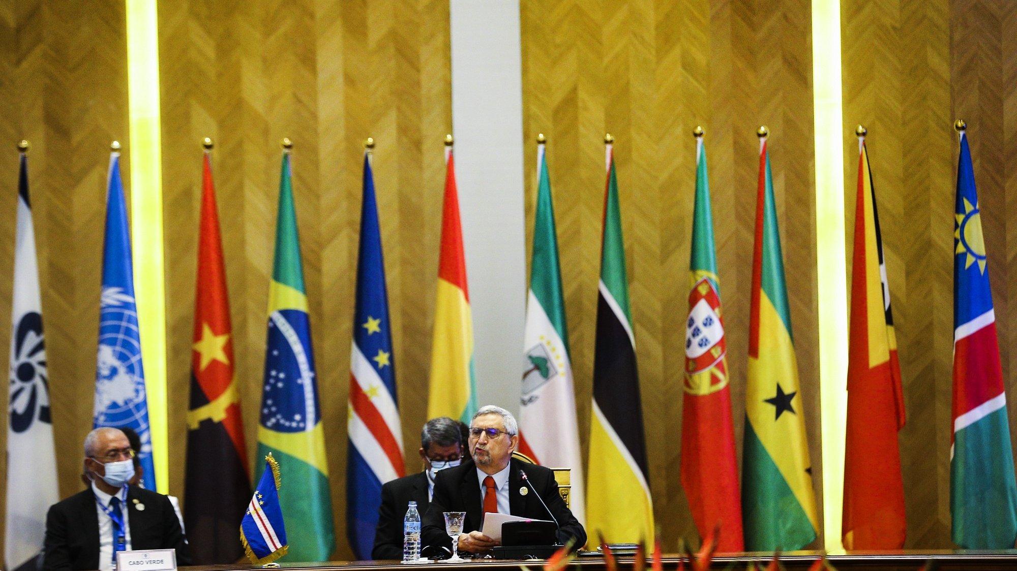 """O Presidente da República de Cabo Verde, Jorge carlos Fonseca, na sessão de abertura da XIII Conferência de Chefes de Estado e de Governo da Comunidade dos Países de Língua Portuguesa (CPLP), em Luanda, Angola, 17 de julho de 2021. Nesta cimeira, que decorre sob o tema """"Construir e Fortalecer um Futuro Comum e Sustentável"""", Angola assume a presidência rotativa da CPLP, até agora assegurada por Cabo Verde. AMPE ROGÉRIO/LUSA"""