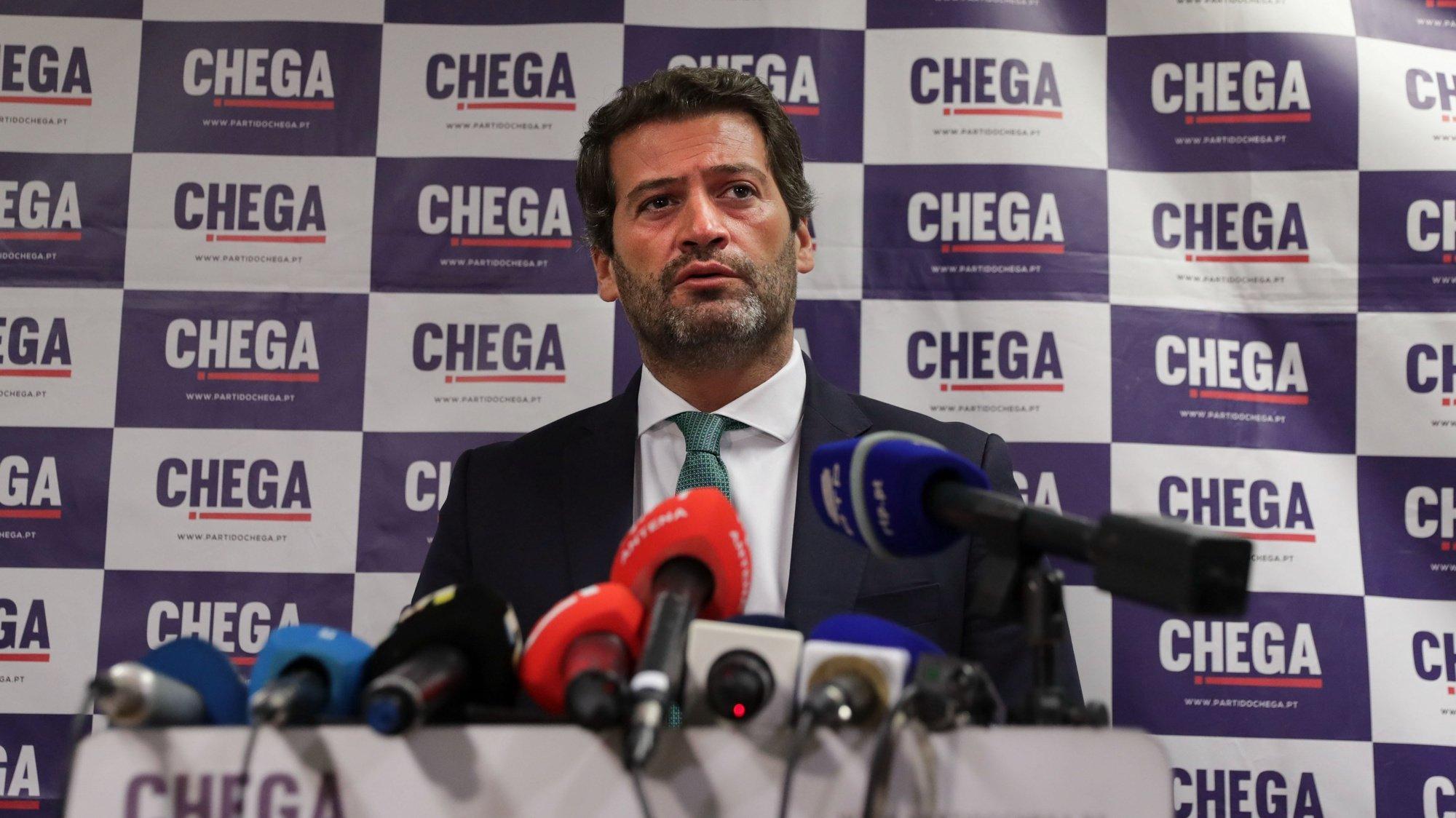 O presidente do Chega, André Ventura, fala durante uma conferência de imprensa sobre acordos autárquicos e de governação local entre o partido e outras forças políticas, na sequência dos resultados eleitorais, na sede do partido em Lisboa, 29 de setembro de 2021. TIAGO PETINGA/LUSA
