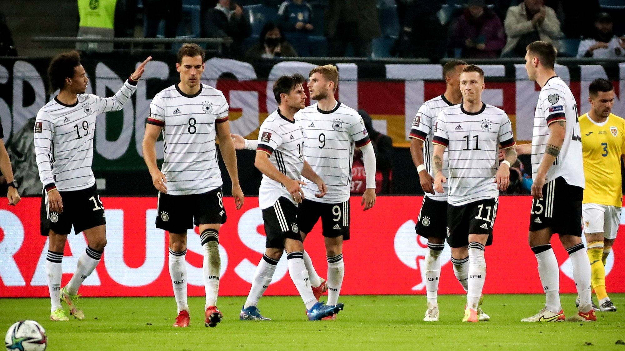 epa09514143 Players of Germany react after scoring the 1-1 equalizer during the FIFA World Cup Qatar 2022 qualifying Group J soccer match between Germany and Romania in Hamburg, Germany, 08 October 2021.  EPA/FOCKE STRANGMANN