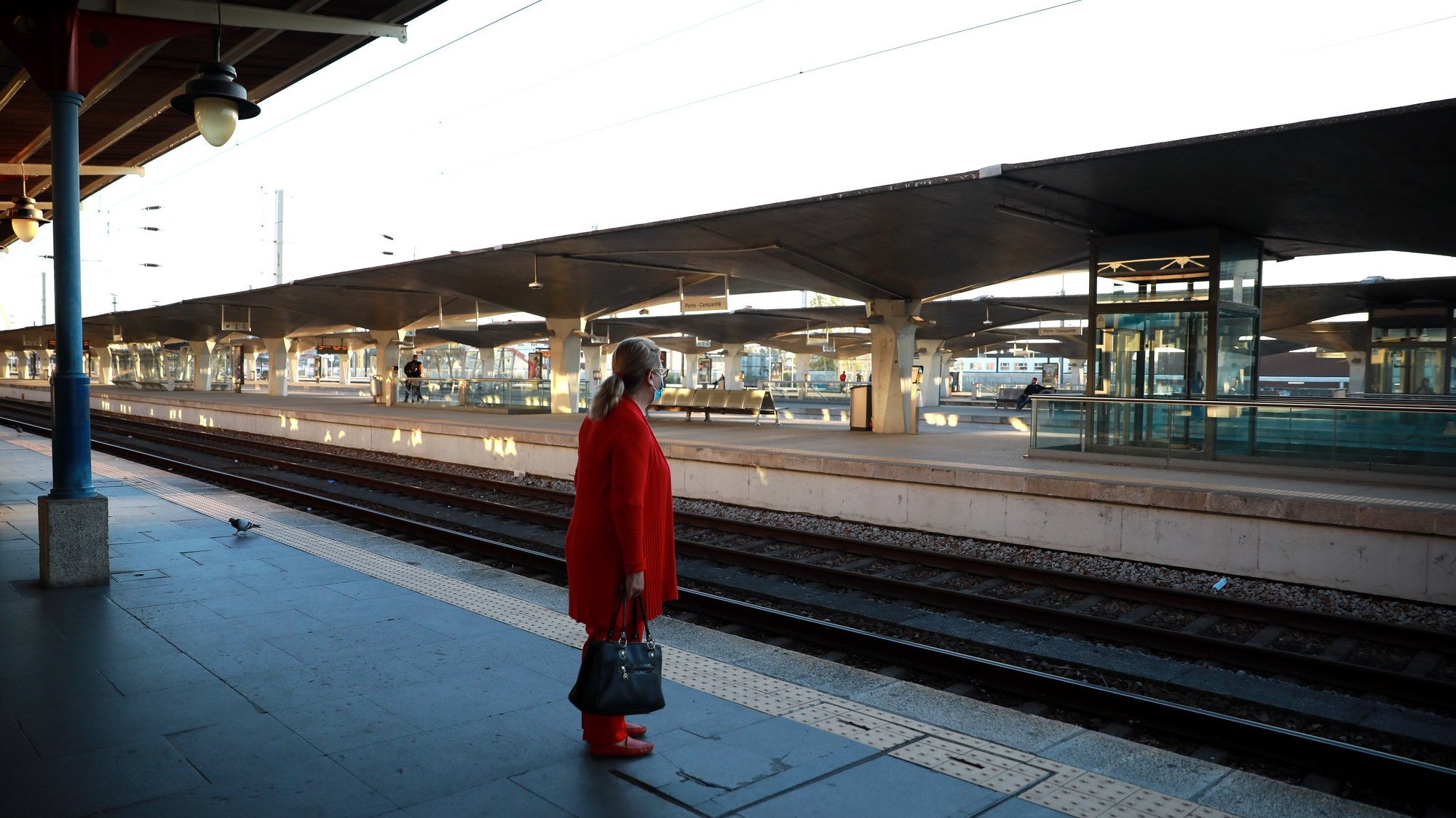 A CP- Comboios de Portugal realizou 108 das 255 ligações ferroviárias que tinha programadas até às 08:00, devido à greve dos trabalhadores da empresa e da Infraestruturas de Portugal, estação de Campanha no Porto, 08 de outubro 2021. ESTELA SILVA/LUSA