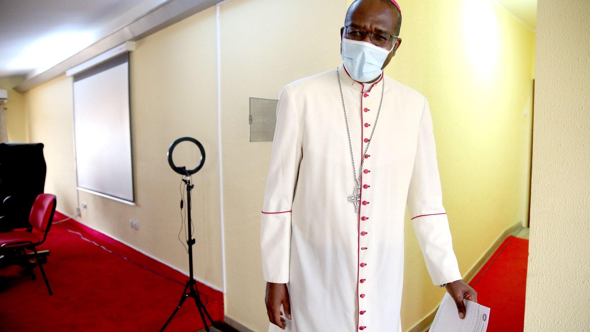 O bispo D. José Manuel Imbamba, o novo presidente da CEAST (Conferência Episcopal de Angola e São Tomé), após o encerramento da assembleia da CEAST, Luanda, Angola, 11 de outubro de 2021. AMPE ROGÉRIO/LUSA