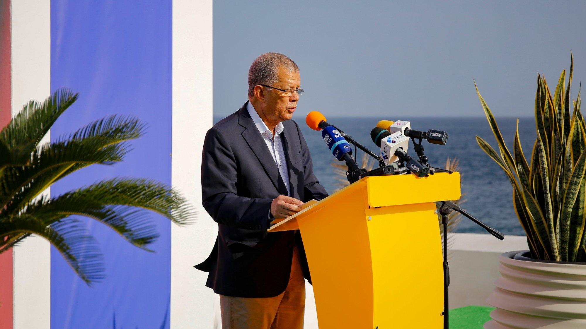 O antigo primeiro-ministro cabo-verdiano, Carlos Veiga, durante a apresentação da sua candidatura às presidenciais de Cabo Verde, Cidade da Praia, Cabo Verde, 04 de março de 2021. FERNANDO DE PINA/LUSA