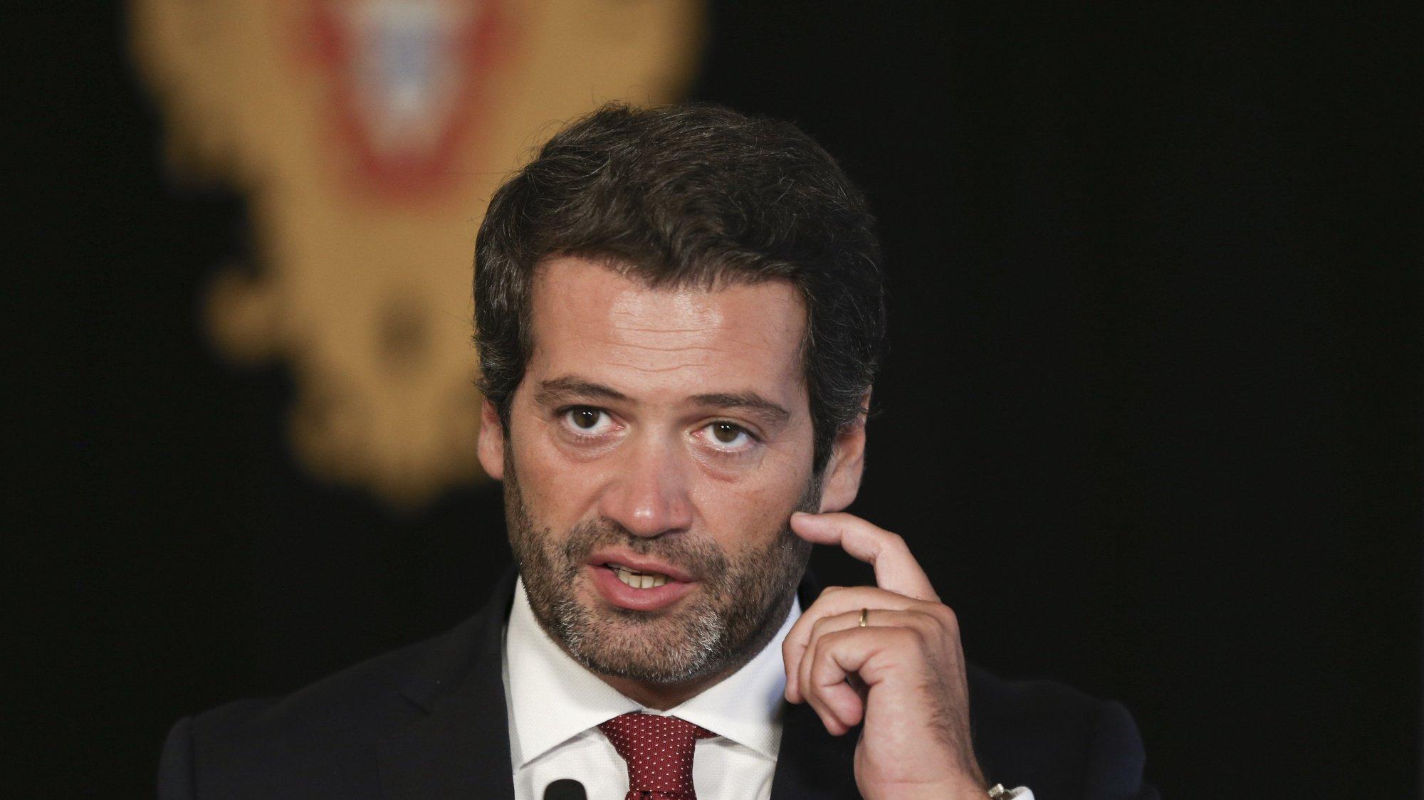 O presidente do Chega, André Ventura, fala aos jornalistas à saída de uma audiência com o Presidente da República, Marcelo Rebelo de Sousa (ausente da fotografia), 15 outubro 2021, no Palácio de Belém, em Lisboa. MANUEL DE ALMEIDA / LUSA
