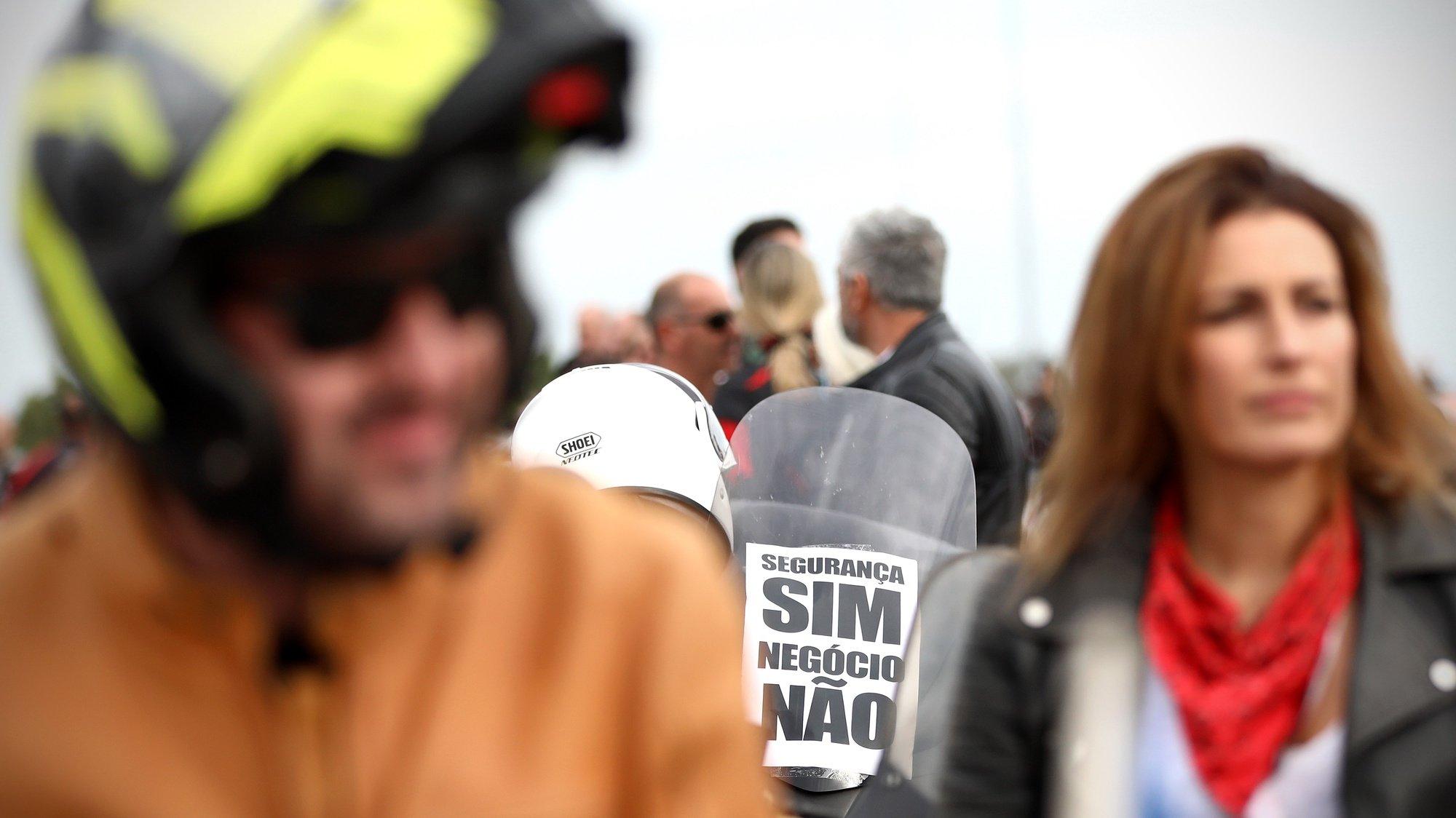 Motociclistas manifestam-se contra as inspeções periódicas, uma medida imposta pelo Governo para os motociclos que entra em vigor a partir de janeiro de 2022, em Lisboa, 16 de outubro de 2021. ANTÓNIO PEDRO SANTOS/LUSA