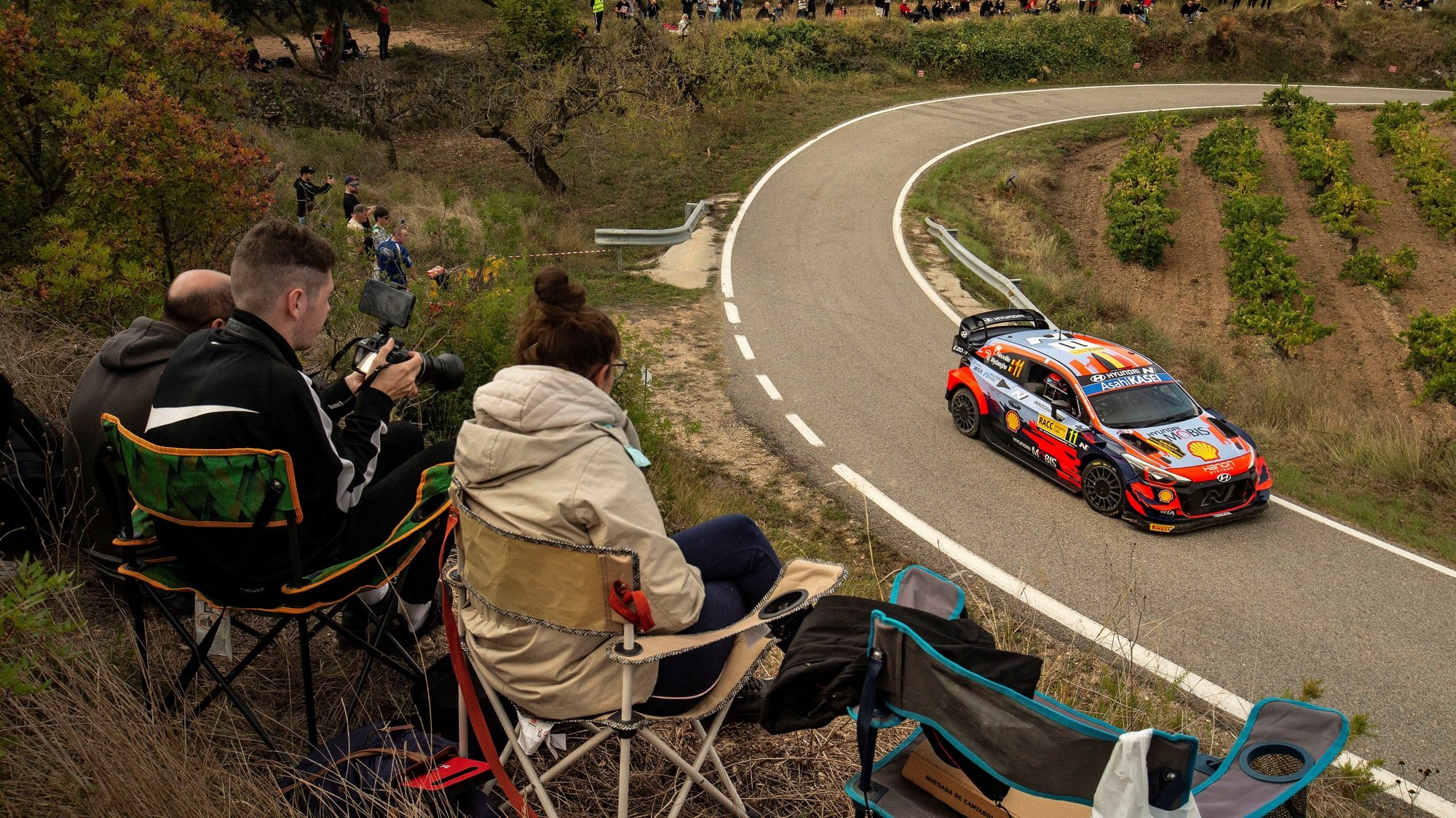 epa09526693 Belgian driver Thierry Neuville, of Hyundai team, competes in the second stage of RACC Rally Catalonia–Costa Daurada as part of the 2021 World Rally Championship (WRC), in Tarragona, northeastern Spain, 16 October 2021.  EPA/Enric Fontcuberta
