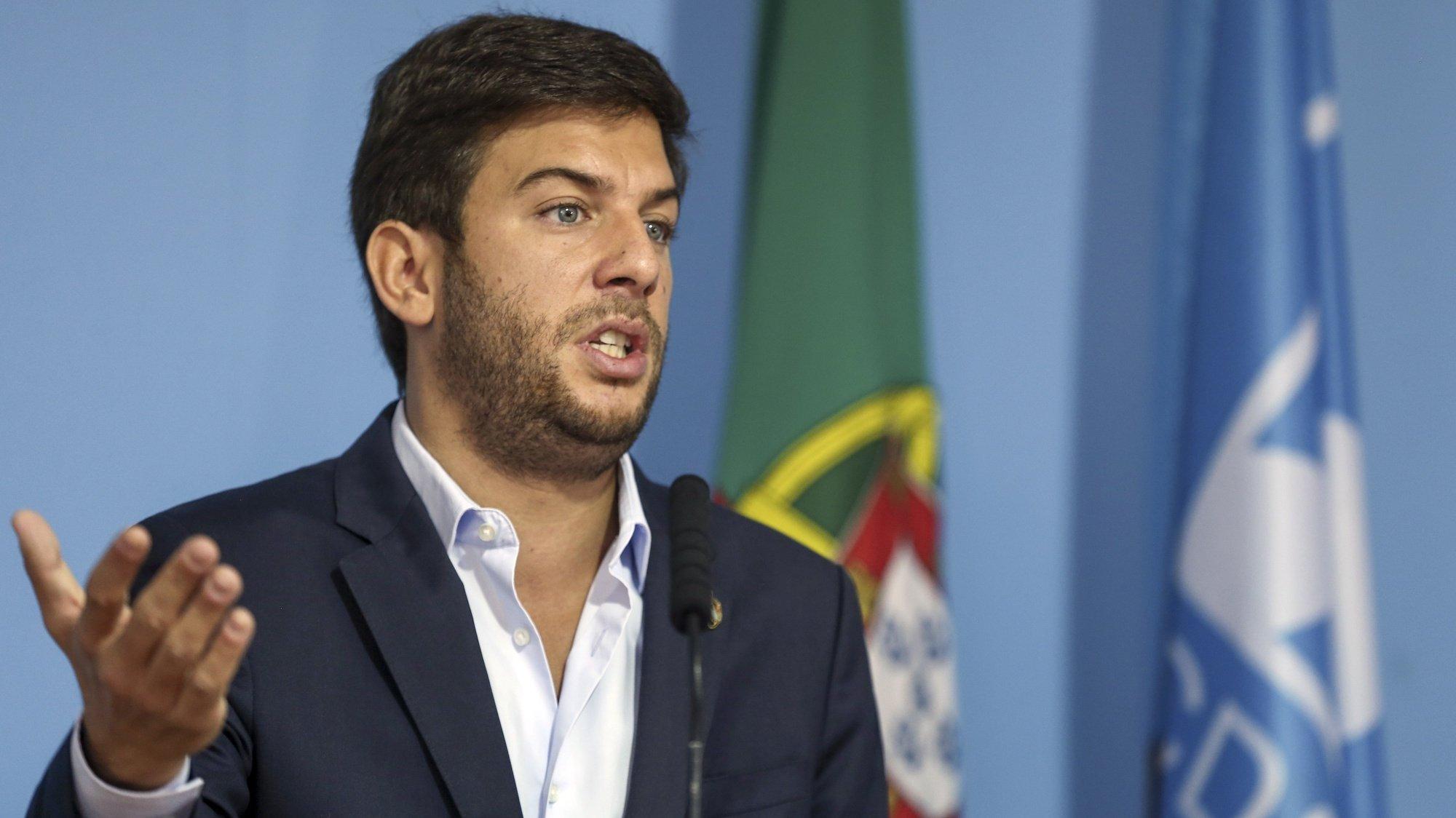 O presidente do CDS-PP, Francisco Rodrigues dos Santos, em conferência de imprensa anuncia o voto contra o Orçamento do Estado para 2022, na sede do partido, em Lisboa, 14 de outubro de 2021.   MANUEL DE ALMEIDA/LUSA