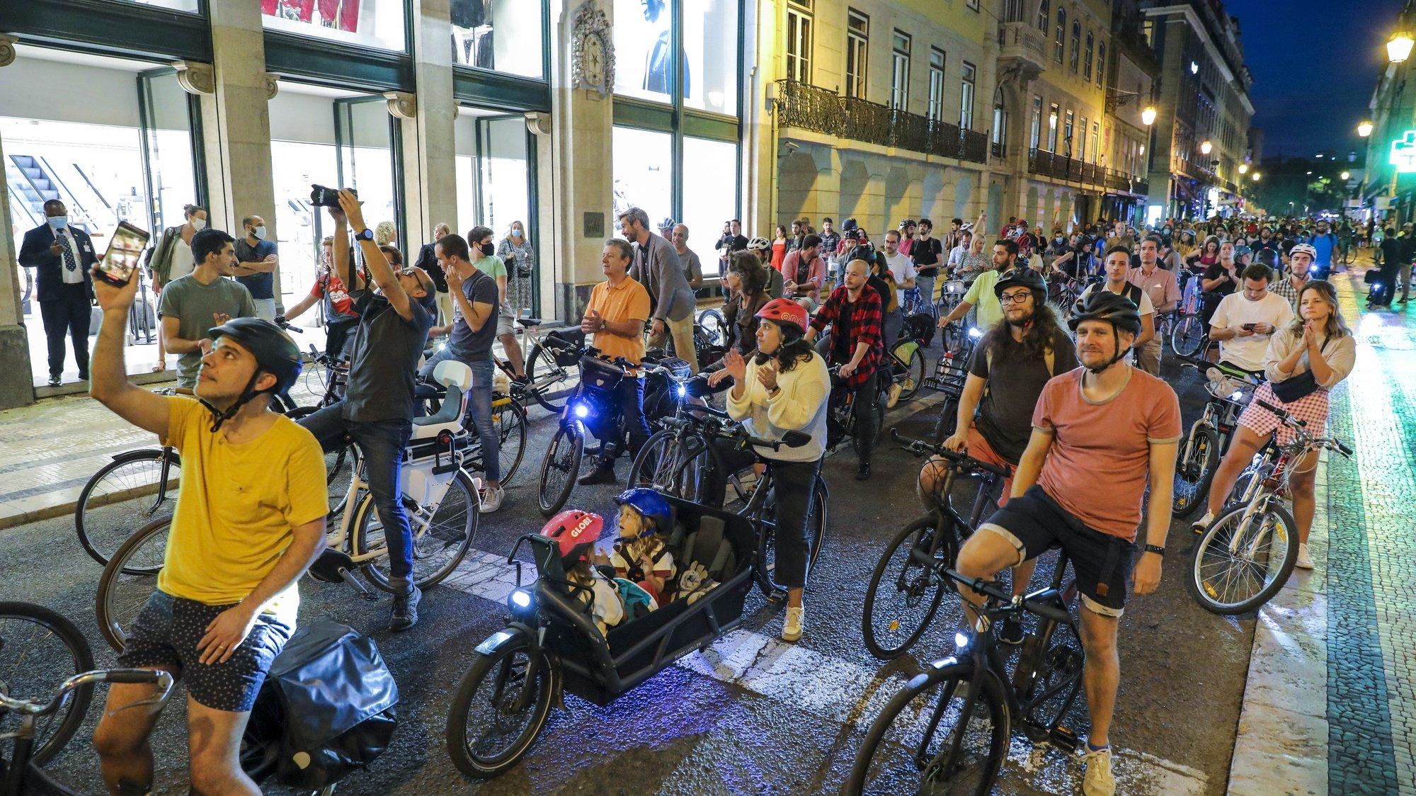 Ciclistas participam numa manifestação em defesa da ciclovia da Almirante Reis, em Lisboa, 19 de outubro de 2021. Uma iniciativa do Lisboa Possível, Grupo de cidadãos por uma Lisboa Sustentável e teve um percurso entre o Martim Moniz e a Praça do Município. MIGUEL A. LOPES/LUSA