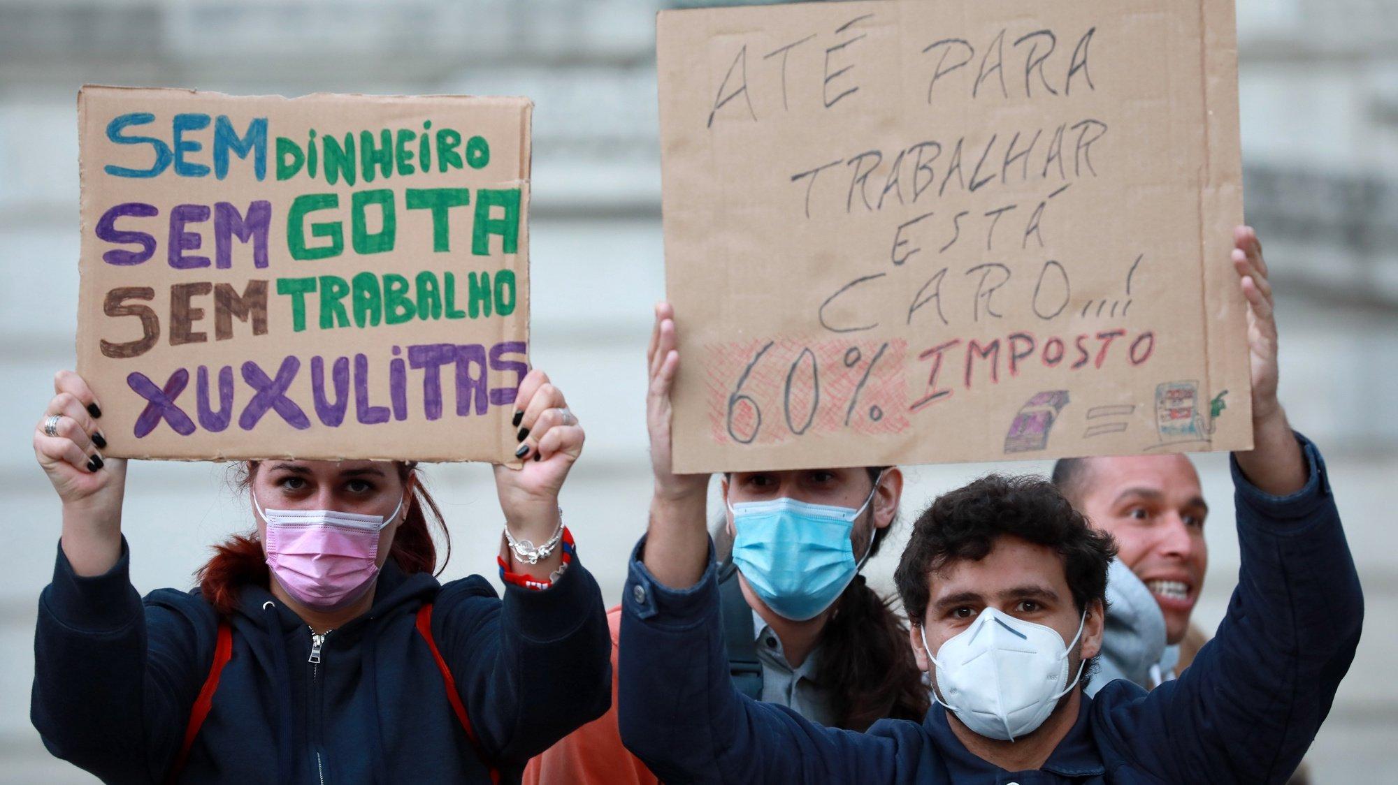 """Manifestação """"contra o preço dos combustíveis"""", no Porto, 21 de outubro de 2021. ESTELA SILVA/LUSA"""