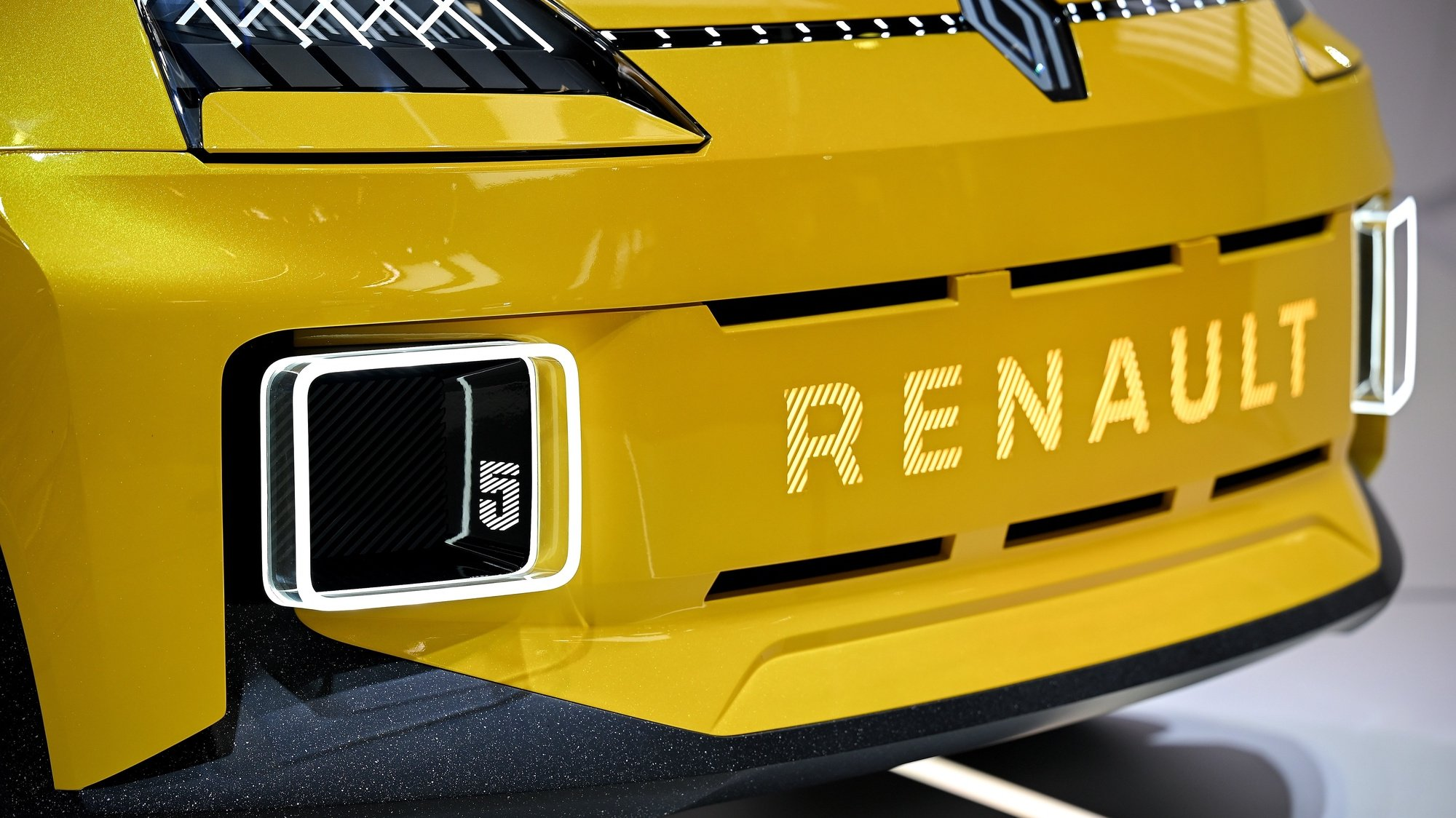 epa09453477 The All New Renault 5 Electric on display at the International Motor Show IAA in Munich, Germany, 07 September 2021. The 2021 International Motor Show Germany IAA 2021, which this year promotes itself under the motto 'What will move us next', takes place in Munich from 07 to 12 September 2021. The IAA Mobility 2021 will also feature numerous world premieres and has a special focus on electric mobility and digitization.  EPA/SASCHA STEINBACH