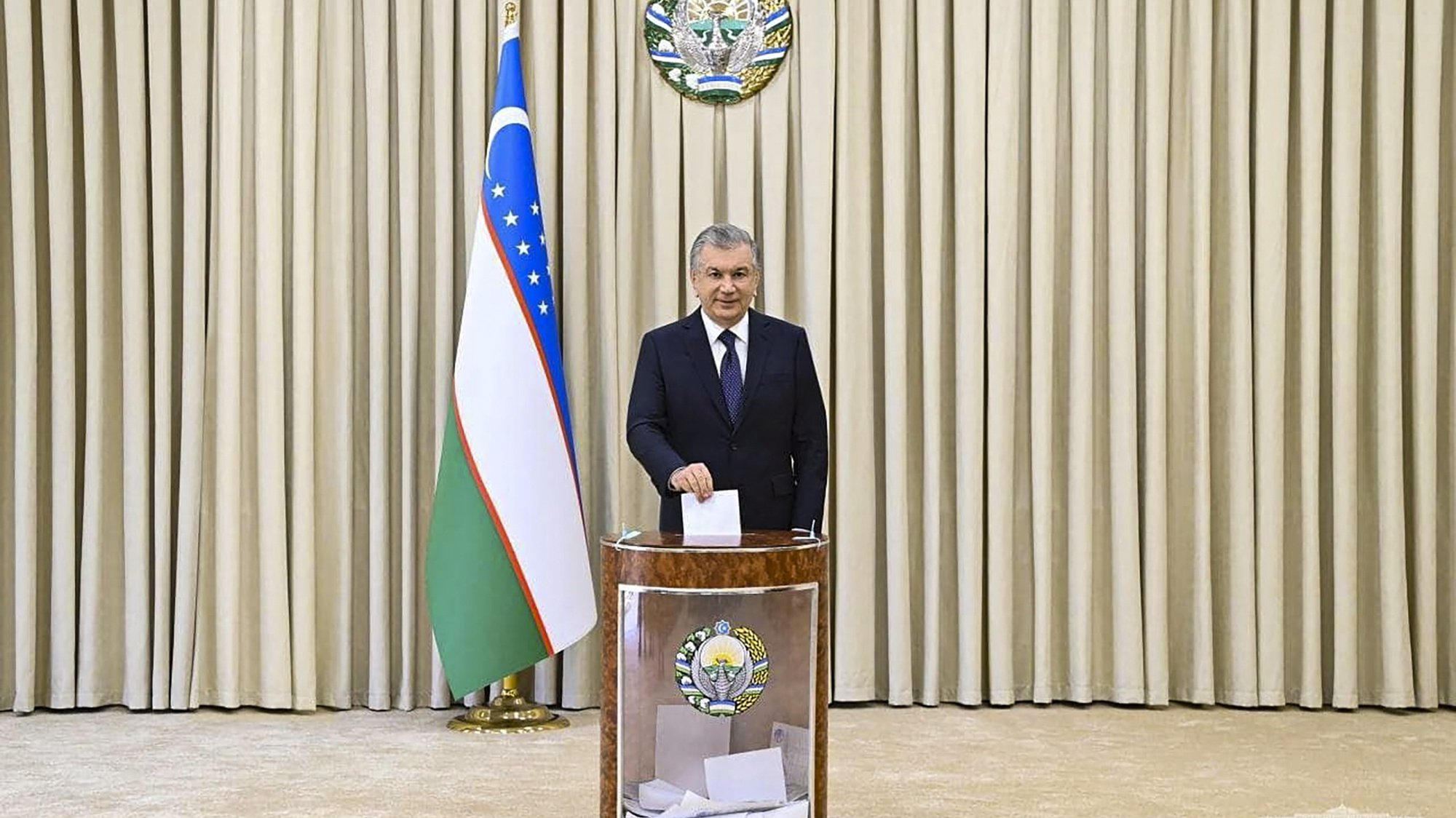 epa09542776 A handout photo made available by Uzbekistan President press service shows Uzbekistan President Shavkat Mirziyoyev casting his vote at Uzbek presidential elections on the polling station in Tashkent, Uzbekistan, 24 October 2021. Incumbent President Mirziyoyev is widely expected to win a second term during elections in which he is facing four candidates. Presidential elections in Uzbekistan are held every five years, and Mirziyoyev won the last held in December 2016 with 88.61 percent of all votes against his three rivals.  EPA/UZBEKISTAN PRESIDENT PRESS SERVICE HANDOUT  HANDOUT EDITORIAL USE ONLY/NO SALES