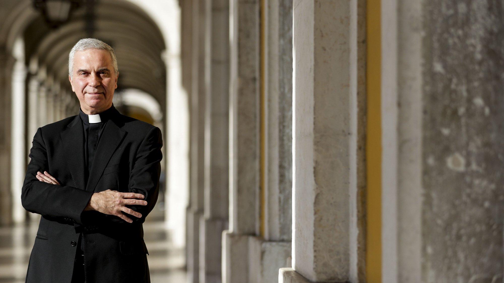 O Vigário Regional do Opus Dei em Portugal, José Rafael Espírito Santo, fala em entrevista à Agência Lusa na Praça do Comércio em Lisboa, 25 de outubro de 20121. (ACOMPANHA TEXTO DA LUSA DE 26/10/2021) TIAGO PETINGA/LUSA