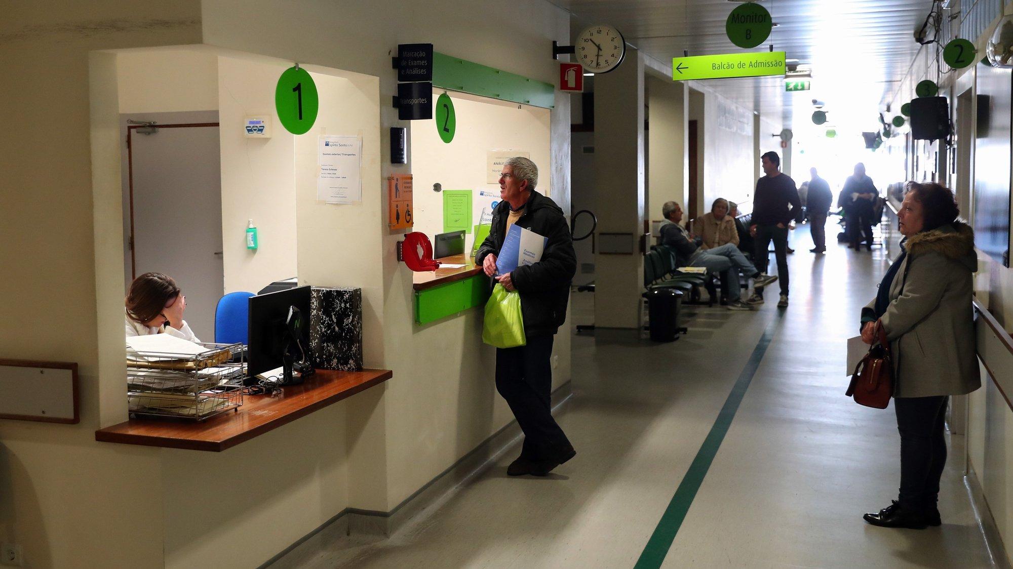 Utentes numa sala de espera do Hospital do Espírito Santo de Évora, em Évora, 06 de dezembro de 2019. NUNO VEIGA/LUSA