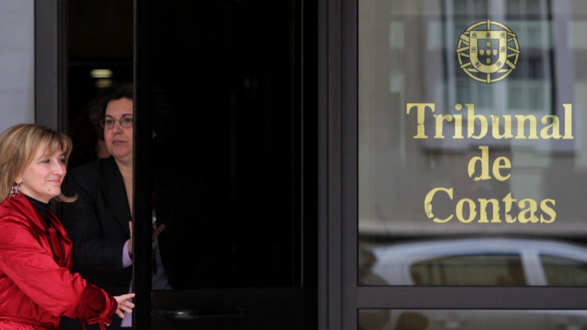 Porta principal do Tribunal de Contas