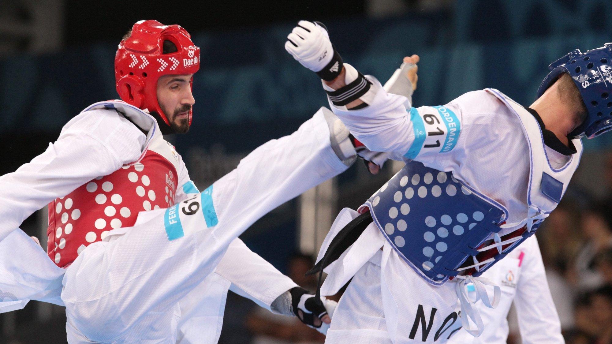 epa04807407 Richard Ordemann of Norway (blue) fights against Julio Ferreira of Portugal(red) during their - 80kg men's Taekwondo bronze medal final bout at the Baku 2015 European Games in Baku, Azerbaijan, 18 June 2015.  EPA/ZURAB KURTSIKIDZE