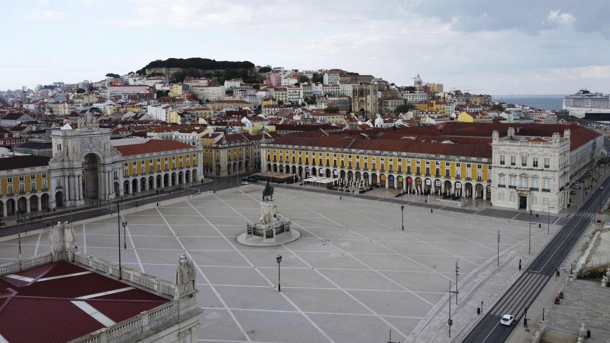 Aerial view of the Praça do Comercio square  in Lisbon, Portugal, 25 March 2020. In Portugal the new coronavirus,COVID-19   is responsible for the  33 deaths and 2,362 confirmed infections, according to the balance made today by the Directorate General of Health. Portugal is in a state of emergency since 00:00 on Thursday and until 23:59 on 02 April. ANTÓNIO COTRIM/LUSA