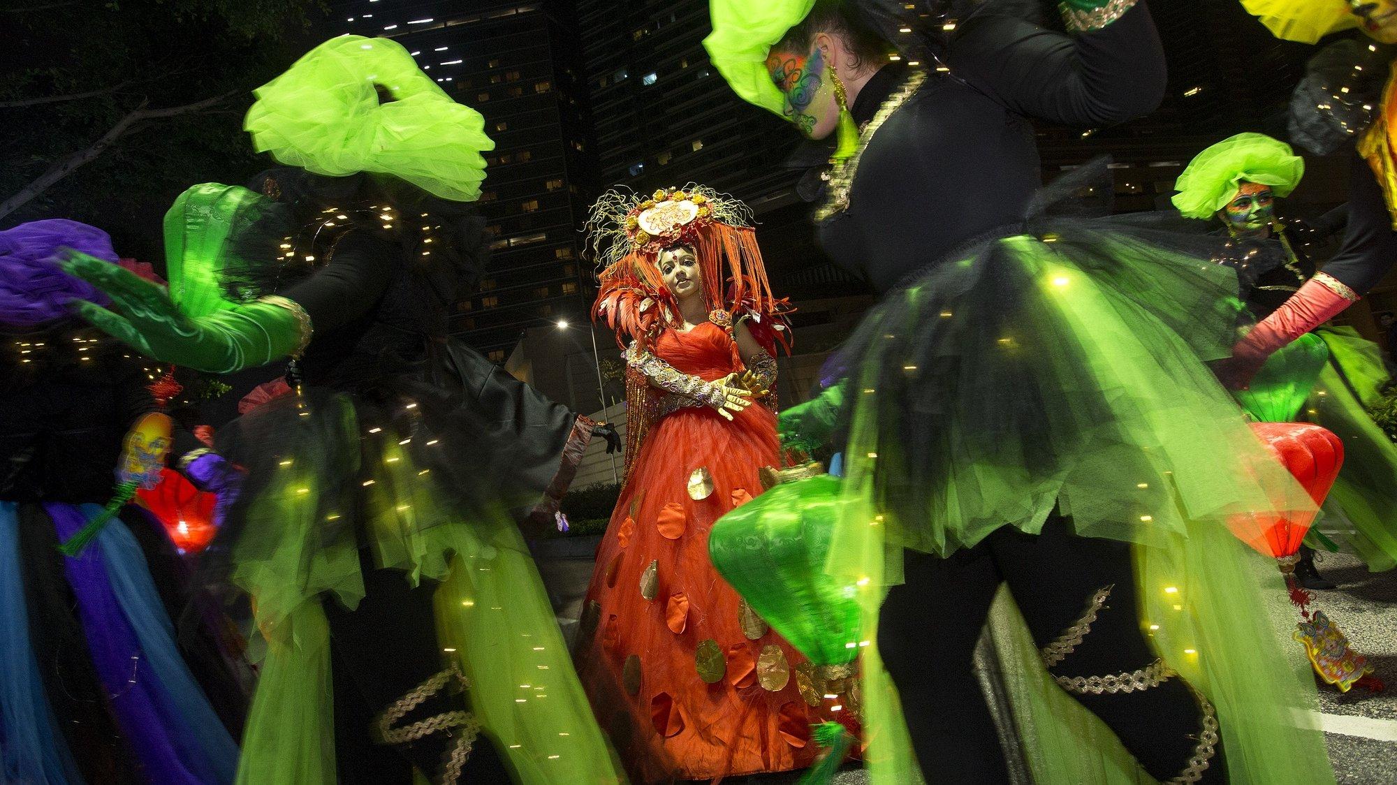Desfile da parada do Ano Novo Lunar Chinês no terceiro dia do novo ano com partinda da Torre de Macau até ao Centro de Ciência, onde participaram vários grupos internacionais assim como artistas locais, Macau. 18 de fevereiro de 2018, Macau. CARMO CORREIA/LUSA