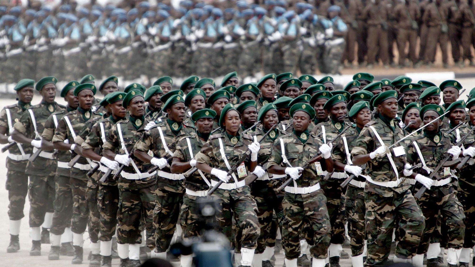 Militares angolanos desfilam durante um exercício das Forças Armadas de Angola, em Luanda, Angola, 14 de janeiro de 2019. AMPE ROGÉRIO/LUSA