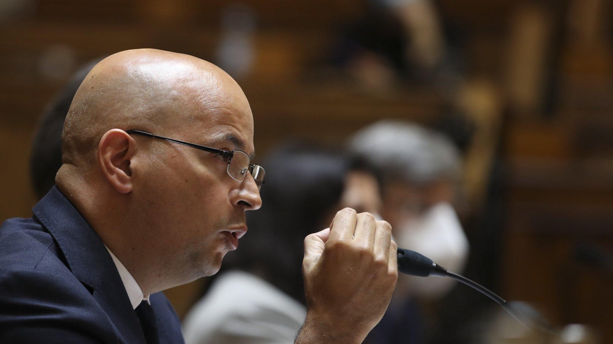 O ministro de Estado e das Finanças, João Leão, durante a audição na Comissão de Orçamento e Finanças na Assembleia da República, Lisboa, 27 de abril de 2021.  MANUEL DE ALMEIDA/LUSA