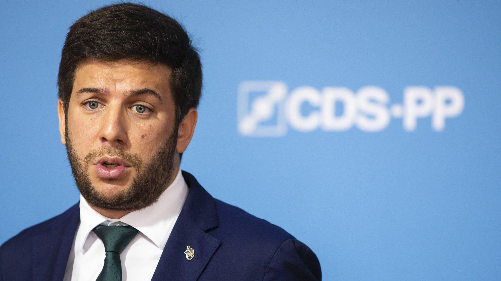 O presidente do CDS-PP, Francisco Rodrigues dos Santos, durante uma conferência de imprensa para apresentação de propostas para a criminalização do enriquecimento ilícito, na sede do CDS-PP, em Lisboa, 26 de abril de 2021. JOSÉ SENA GOULÃO/LUSA