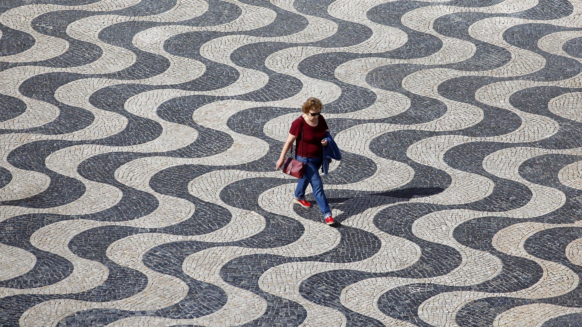 Calçada portuguesa junto à Câmara Municipal de Cascais, 16 de junho de 2017. ANTÓNIO PEDRO SANTOS/LUSA