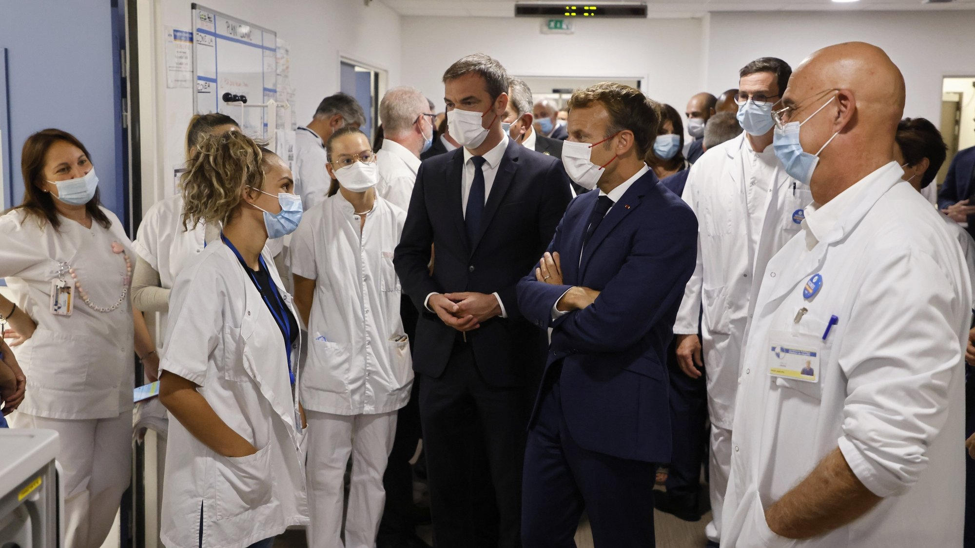 epa09443127 French President Emmanuel Macron (3R) and French Health Minister Olivier Veran (C) speak with health employees during his visit at La Timone hospital as part of his three-day visit in Marseille, southern France, 02 September 2021.  EPA/LUDOVIC MARIN / POOL  MAXPPP OUT