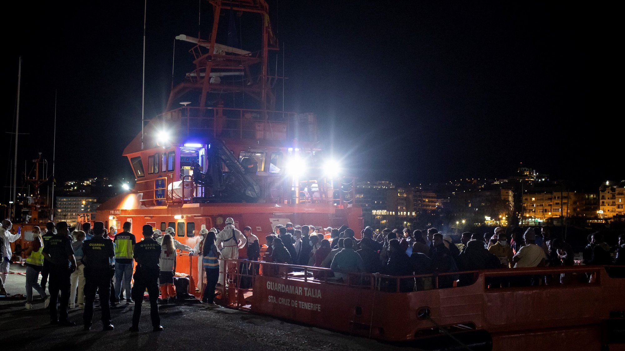 epa09468765 Some 120 migrants who were rescued aboard four canoes arrive at Arguineguin's Port in Gran Canaria, Canary Islands, Spain, 14 September 2021. A total of 400 migrants were rescued in the Canary islands within the last hours.  EPA/Javier Fuentes