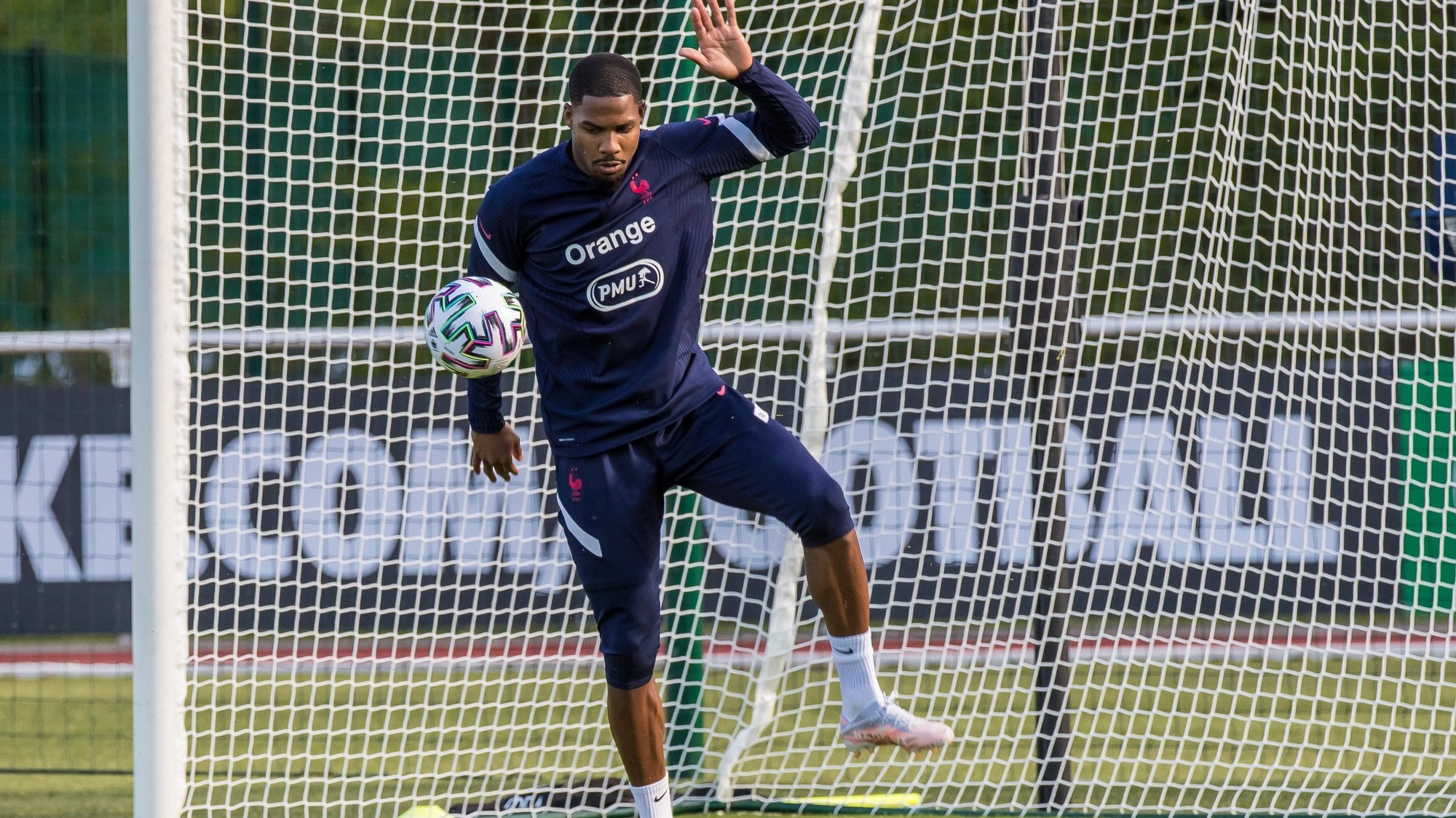 epa09231760 French national soccer team goalkeeper Mike Maignan attends his team's training session in Clairefontaine-en-Yvelines, outside Paris, France, 27 May 2021. The French team is preparing for the upcoming UEFA EURO 2020 soccer championship.  EPA/CHRISTOPHE PETIT TESSON