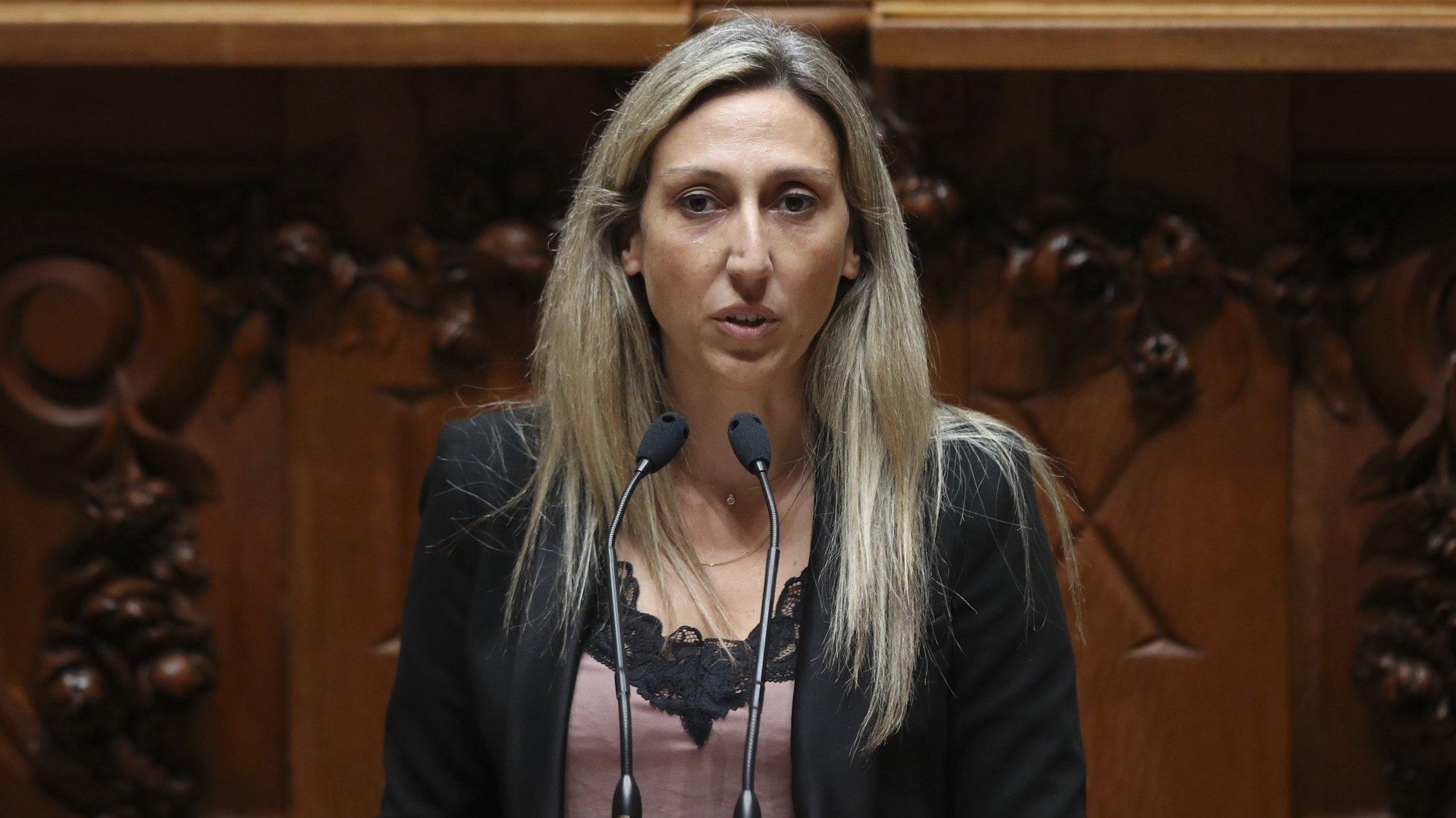 A deputada independente Cristina Rodrigues durante a sessão evocativa do antigo Presidente da República Jorge Sampaio, realizada no parlamento, em Lisboa, 15 de setembro de 2021. MANUEL DE ALMEIDA/LUSA