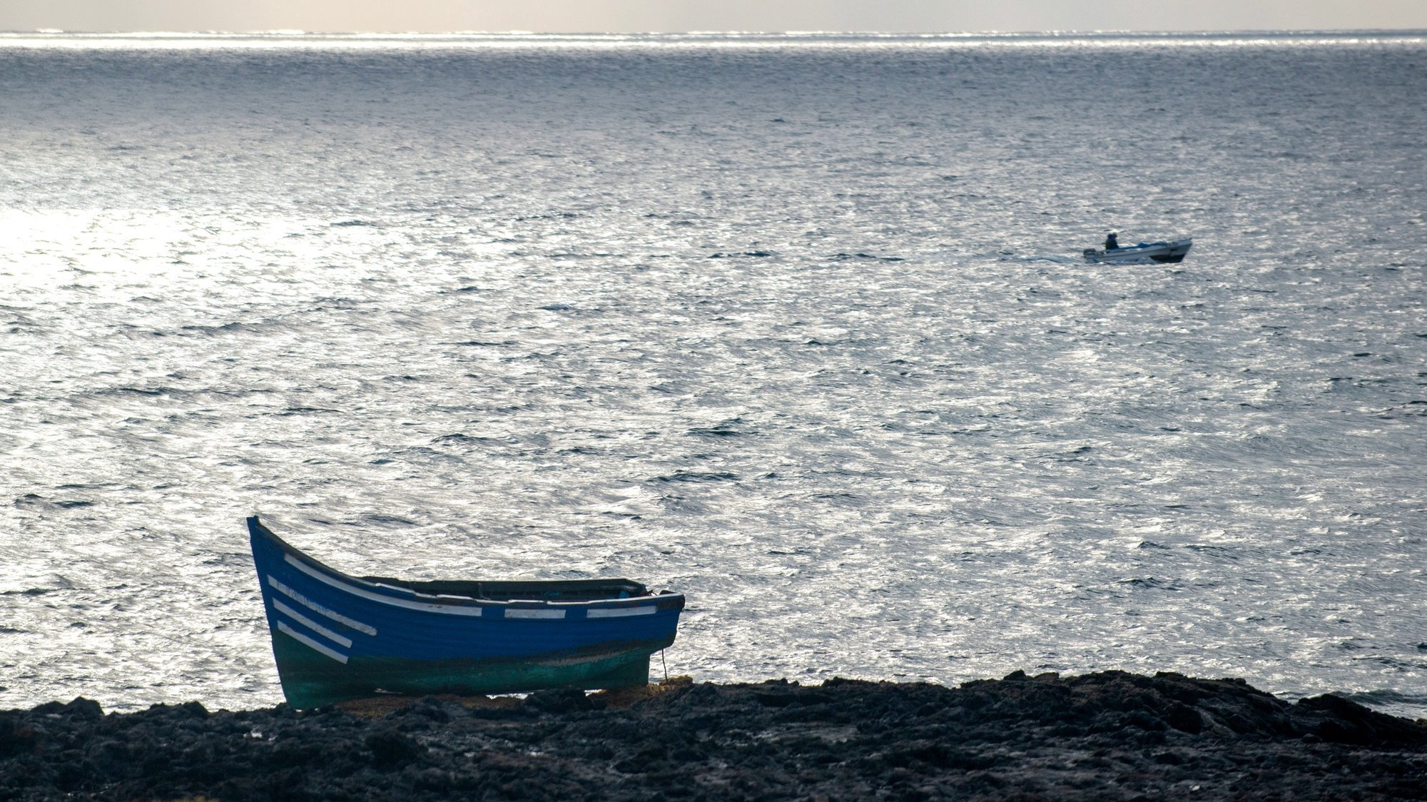 epaselect epa09512761 View of the small boat in which a group of 31 migrants arrived to Lanzarote coast, Canary Islands, Spain, 08 October 2021.  EPA/Javier Fuentes Figueroa