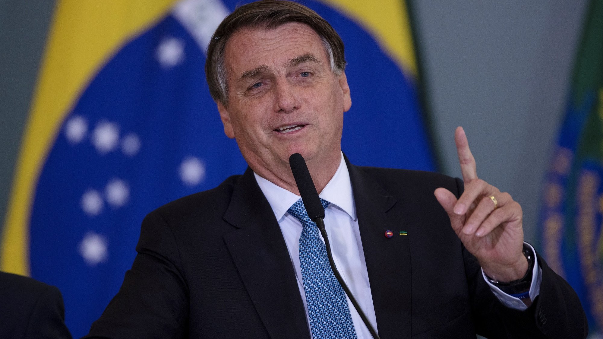 epa09512183 Brazilian President Jair Bolsonaro participates in a ceremony of Modernization of the Standards of Safety and Health at Work at the Palacio do Planalto in Brasilia, Brazil, 07 October 2021. The Senate commission investigating the Brazilian government's management of covid-19 extended its interrogations on 07 October due to new suspicions that President Jair Bolsonaro is still pressing for ineffective remedies.  EPA/JOEDSON ALVES