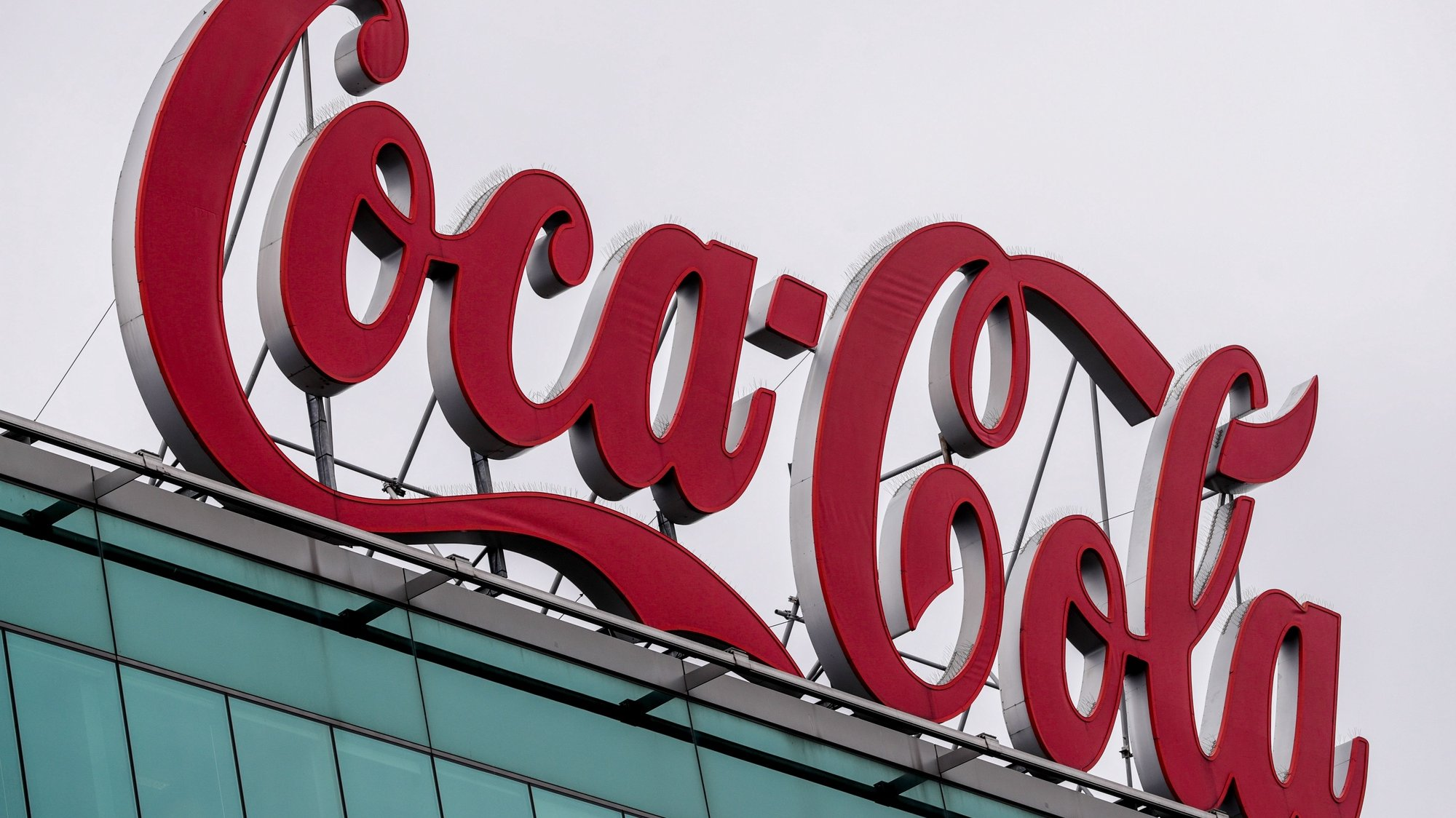 epa08998895 (FILE) - A view of a Coca-Cola logo at the headquarter of Coca-Cola Belgium in Brussels, Belgium, 08 September 2020 (reissued 09 February 2021). The Coca-Cola company is due to pulish their 4th quarter 2020 results on 10 February 2021.  EPA/STEPHANIE LECOCQ *** Local Caption *** 56327284
