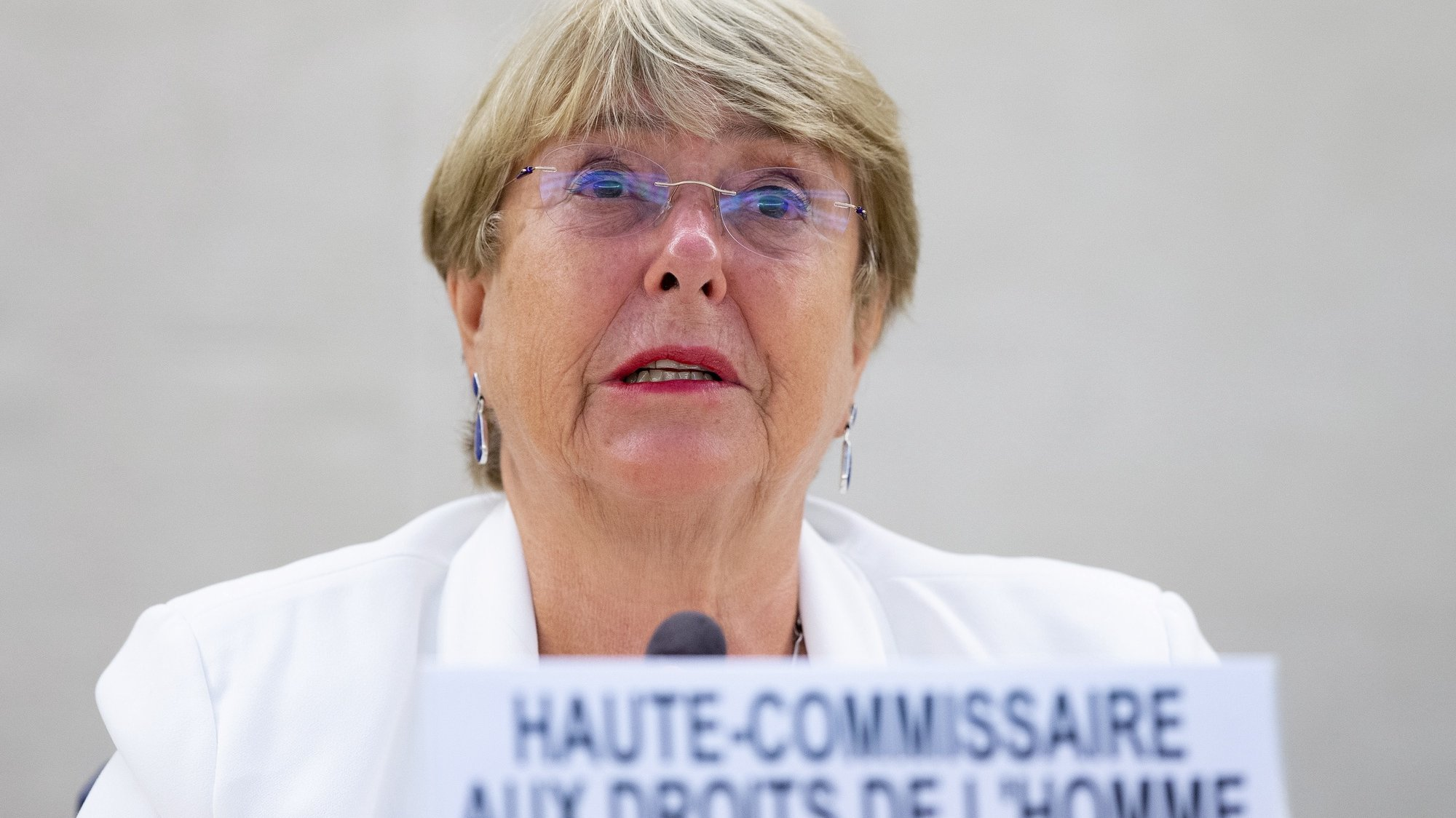 epaselect epa09427125 UN High Commissioner for Human Rights Chilean Michelle Bachelet addresses her statement, during the Human Rights Council special session to address 'the serious human rights concerns and situation in Afghanistan', at the European headquarters of the United Nations in Geneva, Switzerland, 24 August 2021.  EPA/SALVATORE DI NOLFI