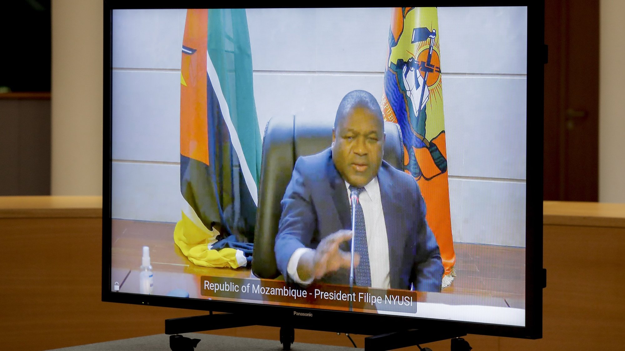 epa09253137 Mozambique's President Filipe Nyusi during a video meeting with European Council President Charles Michel (not pictured) at the European Council building in Brussels, Belgium, 07 June 2021.  EPA/OLIVIER HOSLET / POOL
