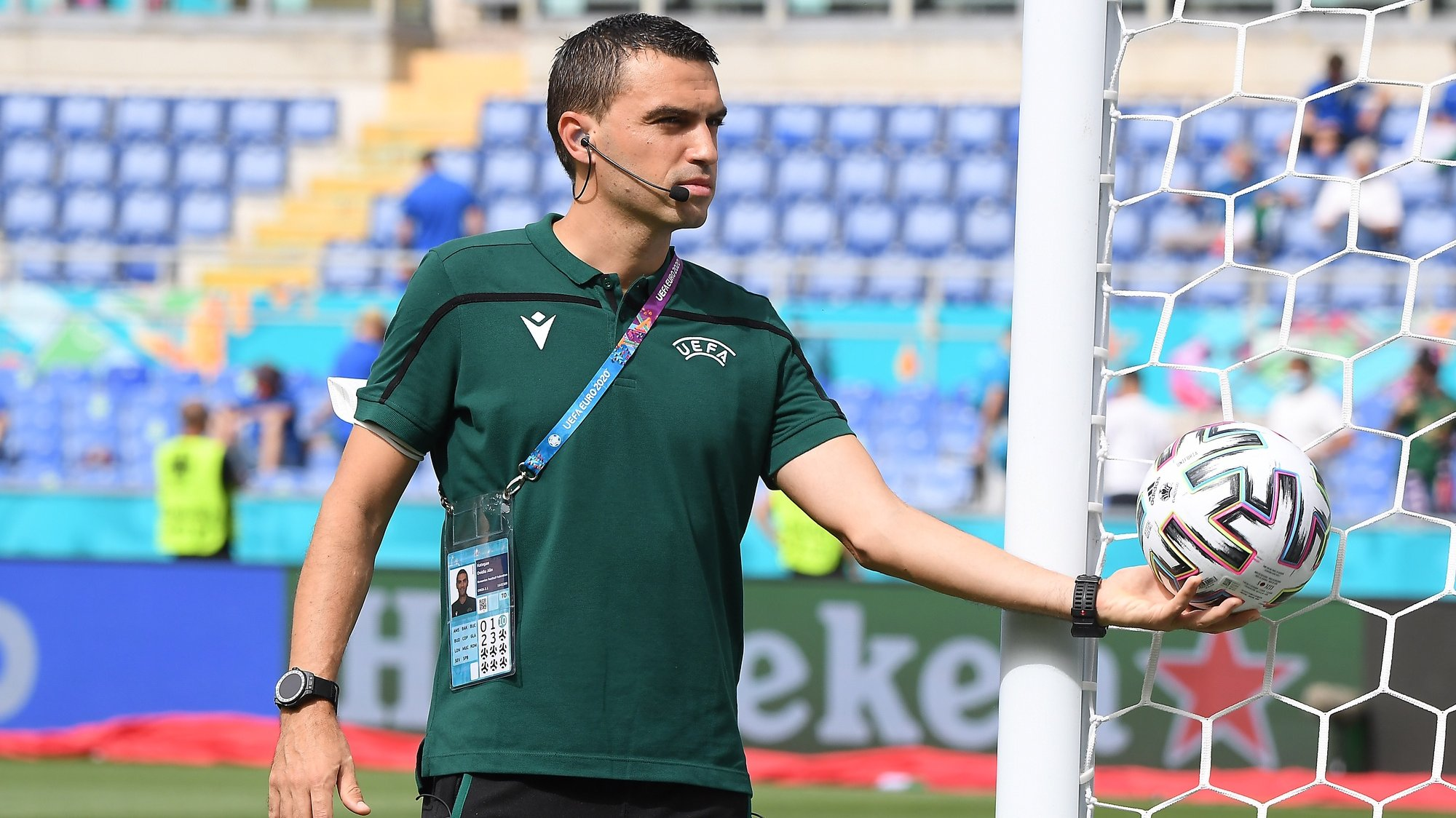 epa09288336 Romanian referee Ovidiu Hategan checks the goal line technology prior to the UEFA EURO 2020 group A preliminary round soccer match between Italy and Wales in Rome, Italy, 20 June 2021.  EPA/Alberto Lingria / POOL (RESTRICTIONS: For editorial news reporting purposes only. Images must appear as still images and must not emulate match action video footage. Photographs published in online publications shall have an interval of at least 20 seconds between the posting.)