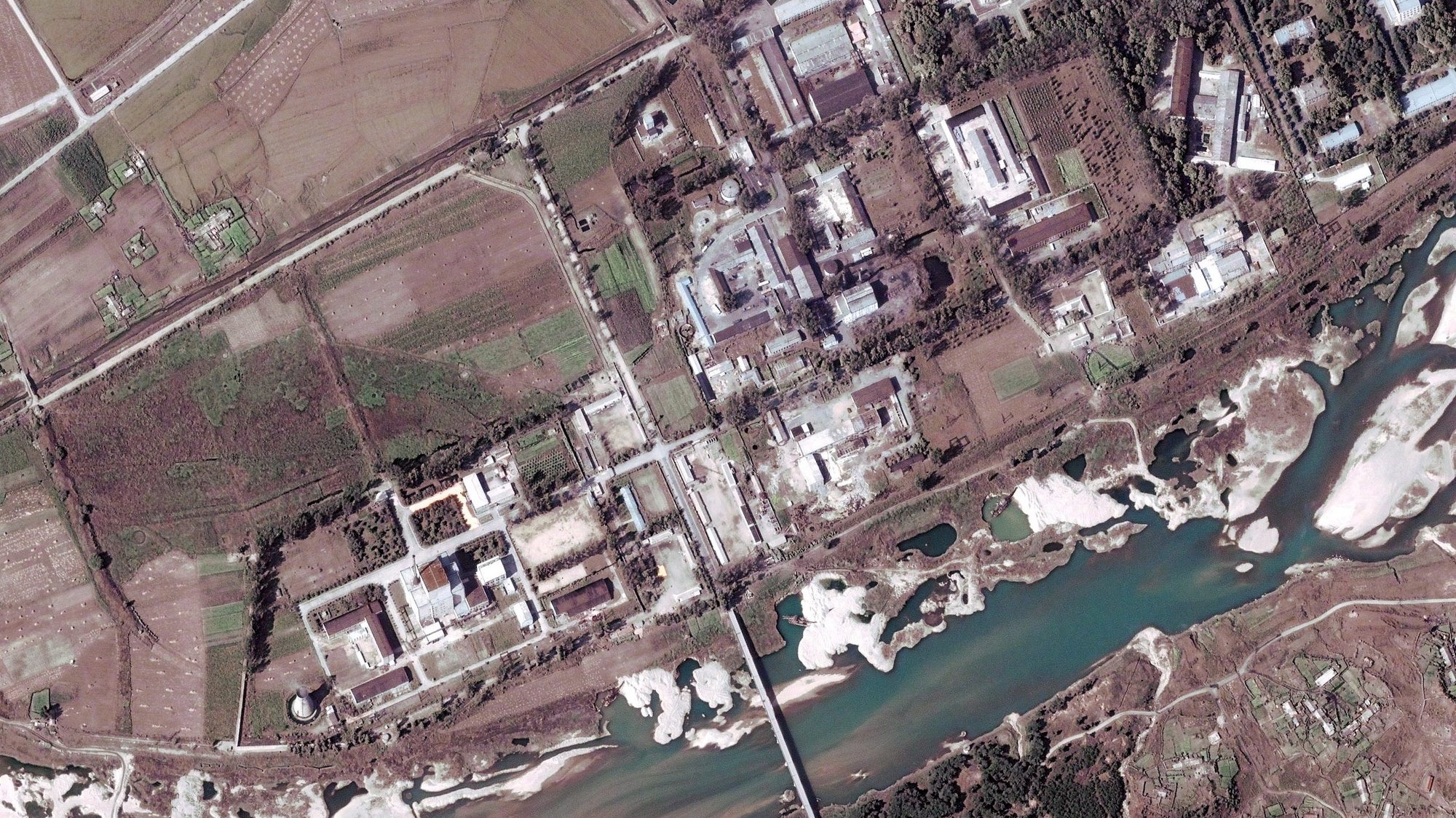 epa03647418 (FILE) A file handout satelite image provided by DigitalGlobe and dated 29 September 2004 shows the Yongbyon complex nuclear facility, some 100 km north of Pyongyang, North Korea. According to media reports on 02 April 2013, North Korea has announced that it will reopen the Yongbyon nuclear complex which was closed in 2007.  EPA/DIGITAL GLOBE / HANDOUT MANDATORY CREDIT HANDOUT EDITORIAL USE ONLY/NO SALES