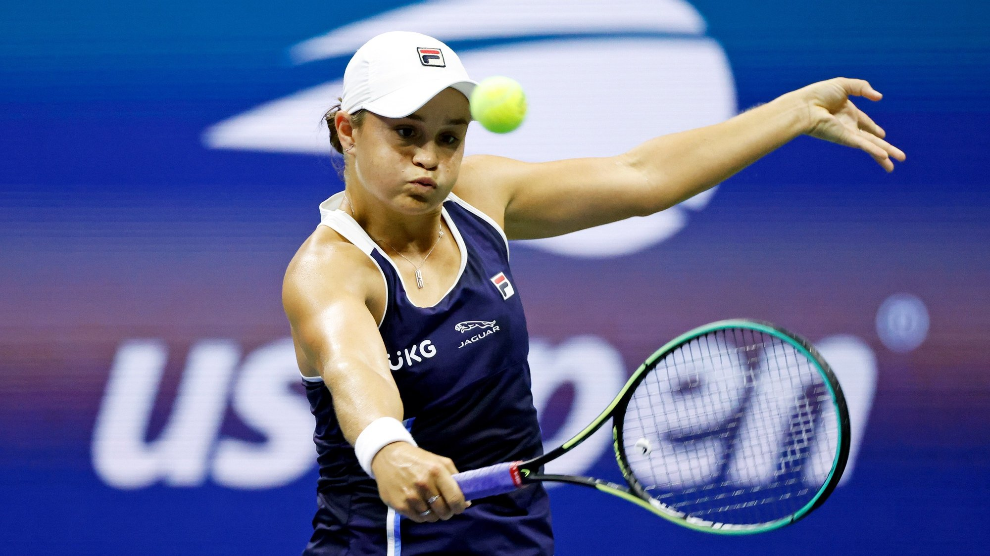 epa09448357 Ashleigh Barty of the Australia in action against Shelby Rogers of the USA during their match on the sixth day of the US Open Tennis Championships at the USTA National Tennis Center in Flushing Meadows, New York, USA, 04 September 2021. The US Open runs from 30 August through 12 September.  EPA/JASON SZENES