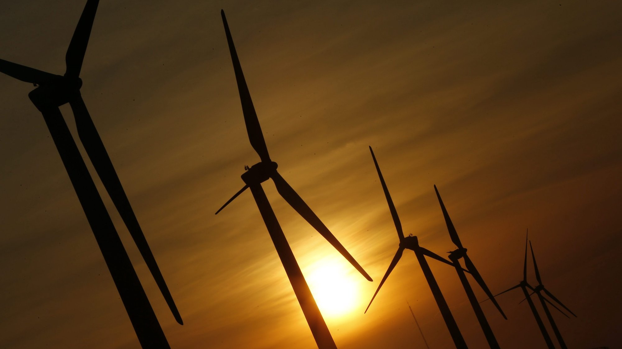 epa05378795 A picture made available on 20 June 2016 shows wind turbines during sunset in Taichung, Taiwan, 19 June 2016. As of 2016 there are 326 wind turbines operating in Taiwan. The first hydropower plant opened in Taiwan in June 1995. Taiwan's Photovoltaic power generation project was divided into two stages, the first stage was completed in December 2011 and the second stage in December 2014. By the year 2020 the legislature of Taiwan plans to increase its solar energy output to 4,500 Megawatt, as public demands for green energy sources rise.  EPA/RITCHIE B. TONGO